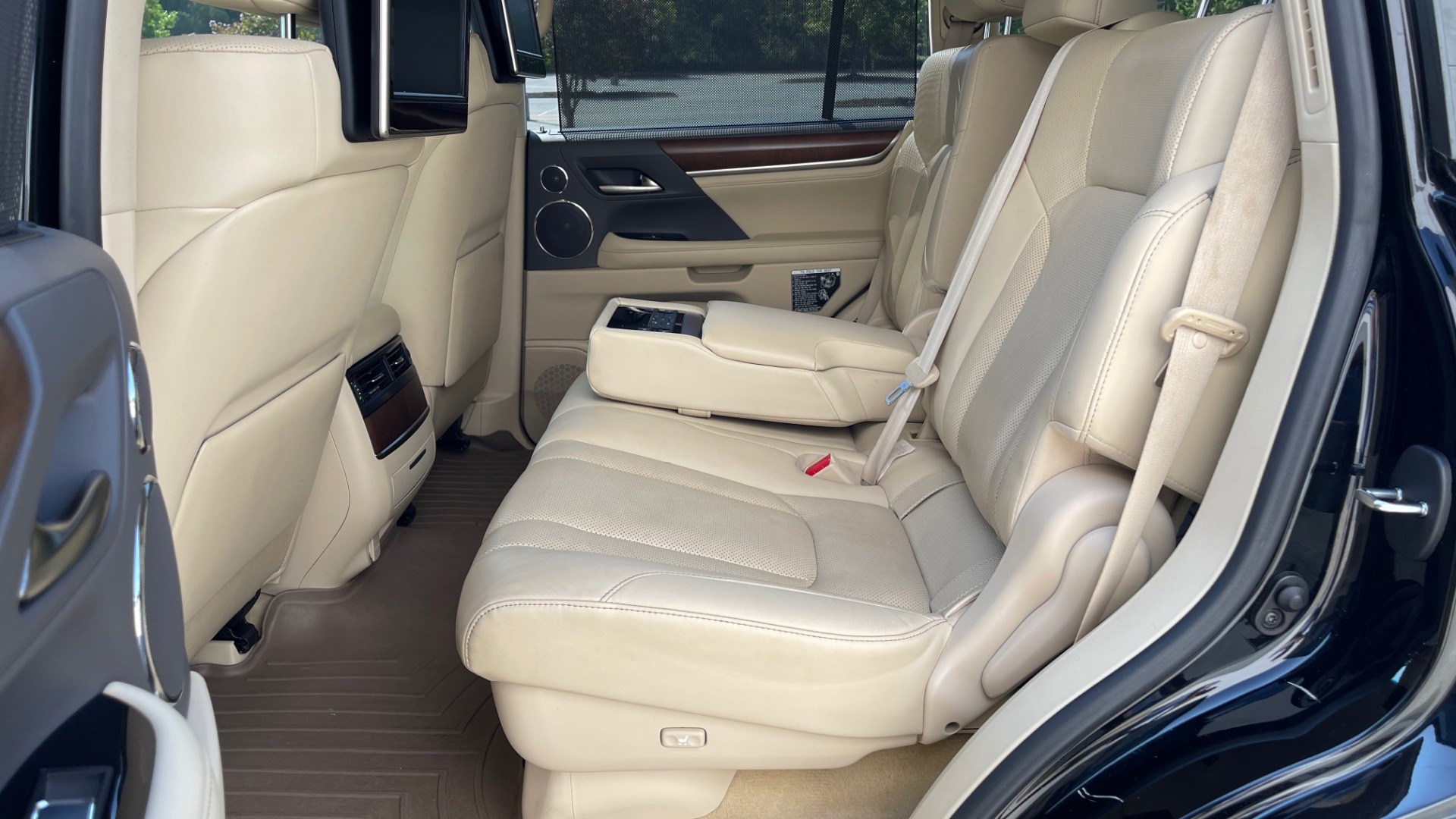 Used 2017 Lexus LX 570 LUXURY / 5.7L V8 / NAV / SUNROOF / 3-ROW / DVD / REARVIEW for sale $63,995 at Formula Imports in Charlotte NC 28227 56