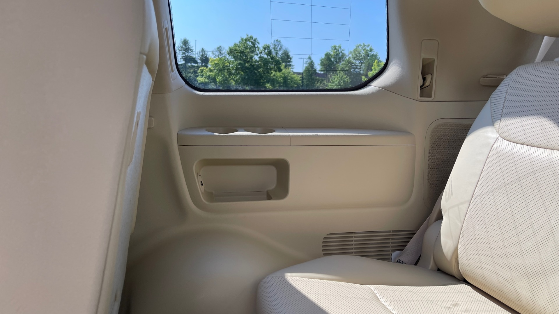Used 2017 Lexus LX 570 LUXURY / 5.7L V8 / NAV / SUNROOF / 3-ROW / DVD / REARVIEW for sale $63,995 at Formula Imports in Charlotte NC 28227 59