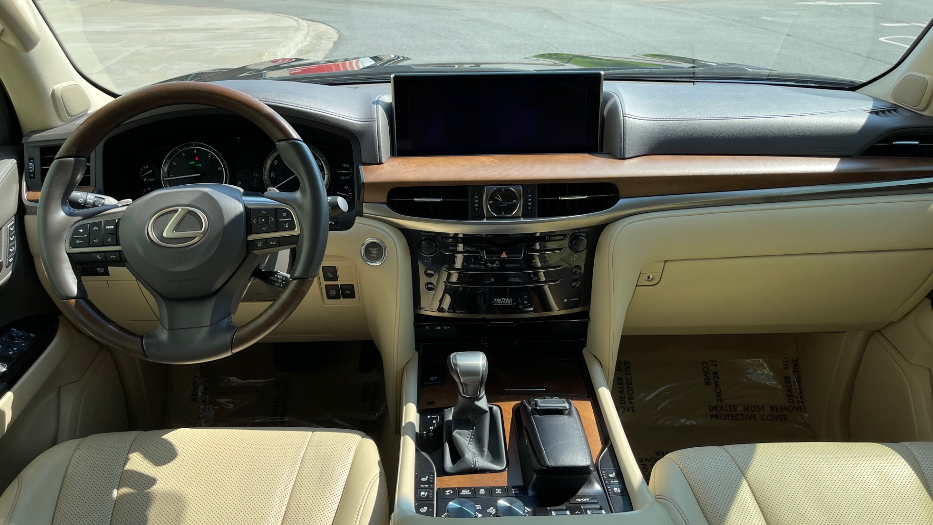 Used 2017 Lexus LX 570 LUXURY / 5.7L V8 / NAV / SUNROOF / 3-ROW / DVD / REARVIEW for sale $63,995 at Formula Imports in Charlotte NC 28227 63