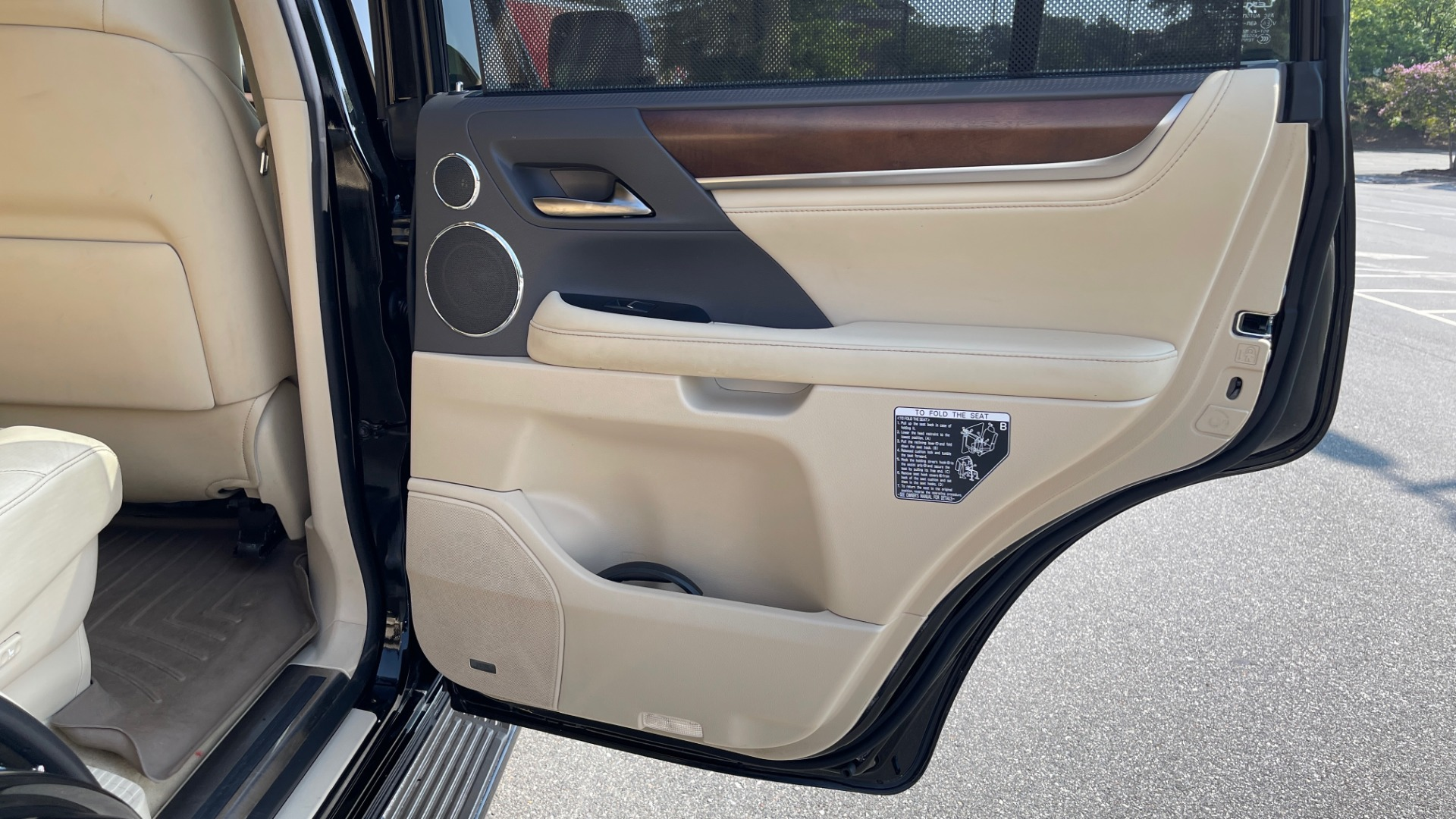 Used 2017 Lexus LX 570 LUXURY / 5.7L V8 / NAV / SUNROOF / 3-ROW / DVD / REARVIEW for sale $63,995 at Formula Imports in Charlotte NC 28227 64