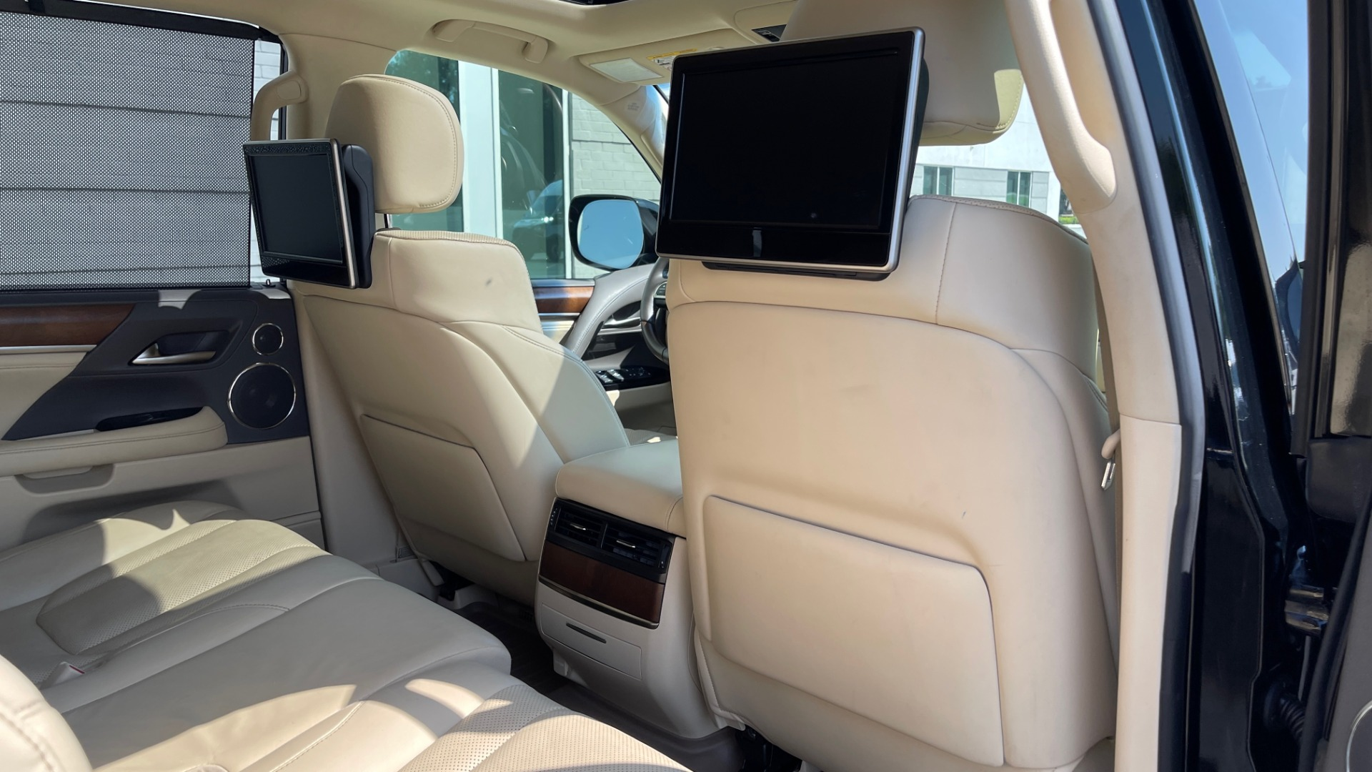 Used 2017 Lexus LX 570 LUXURY / 5.7L V8 / NAV / SUNROOF / 3-ROW / DVD / REARVIEW for sale $63,995 at Formula Imports in Charlotte NC 28227 67