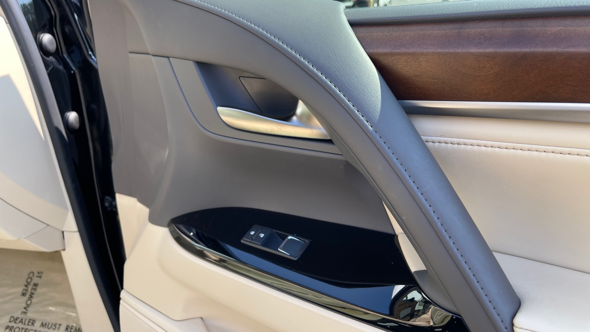 Used 2017 Lexus LX 570 LUXURY / 5.7L V8 / NAV / SUNROOF / 3-ROW / DVD / REARVIEW for sale $63,995 at Formula Imports in Charlotte NC 28227 71