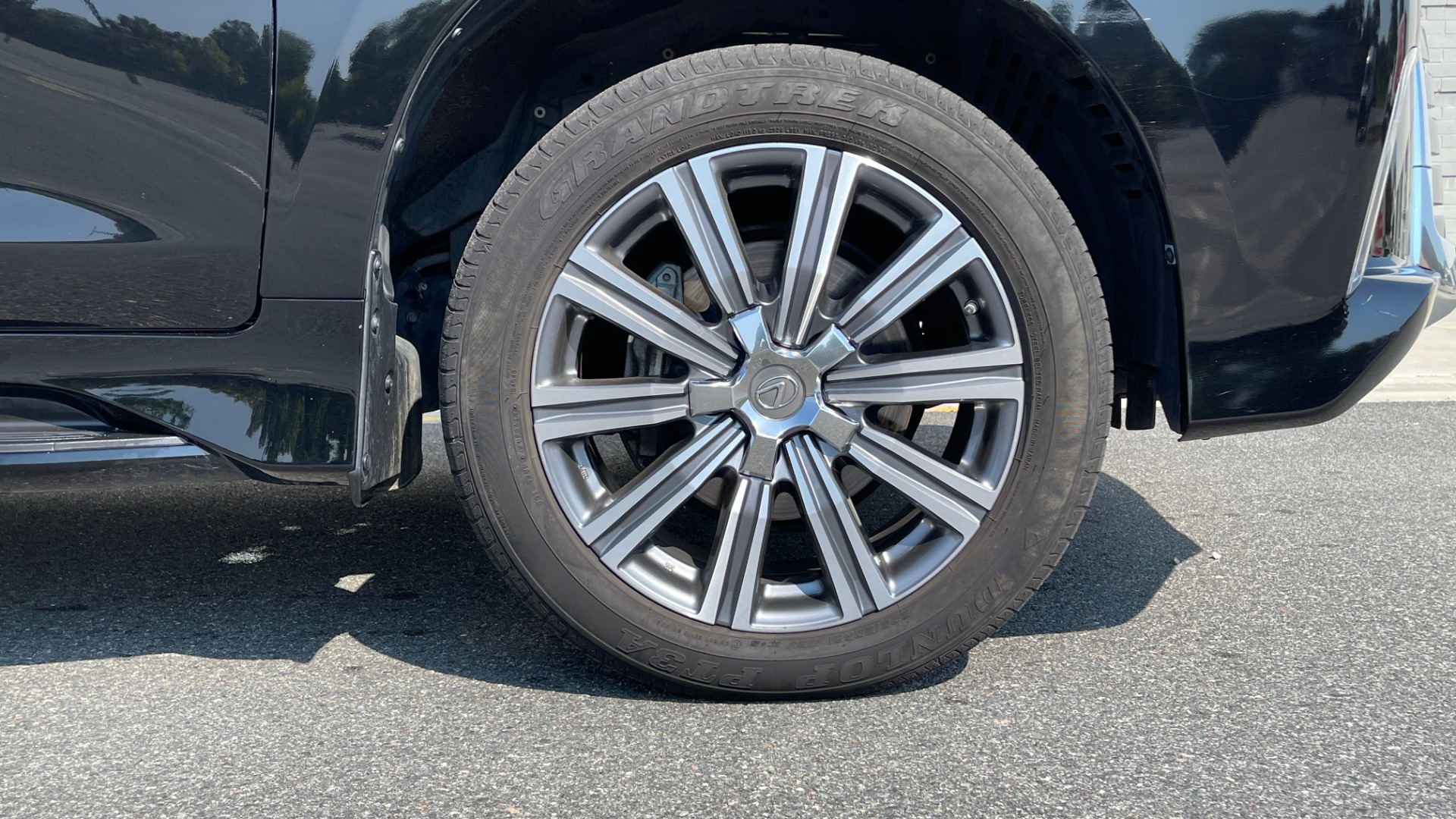 Used 2017 Lexus LX 570 LUXURY / 5.7L V8 / NAV / SUNROOF / 3-ROW / DVD / REARVIEW for sale $63,995 at Formula Imports in Charlotte NC 28227 78