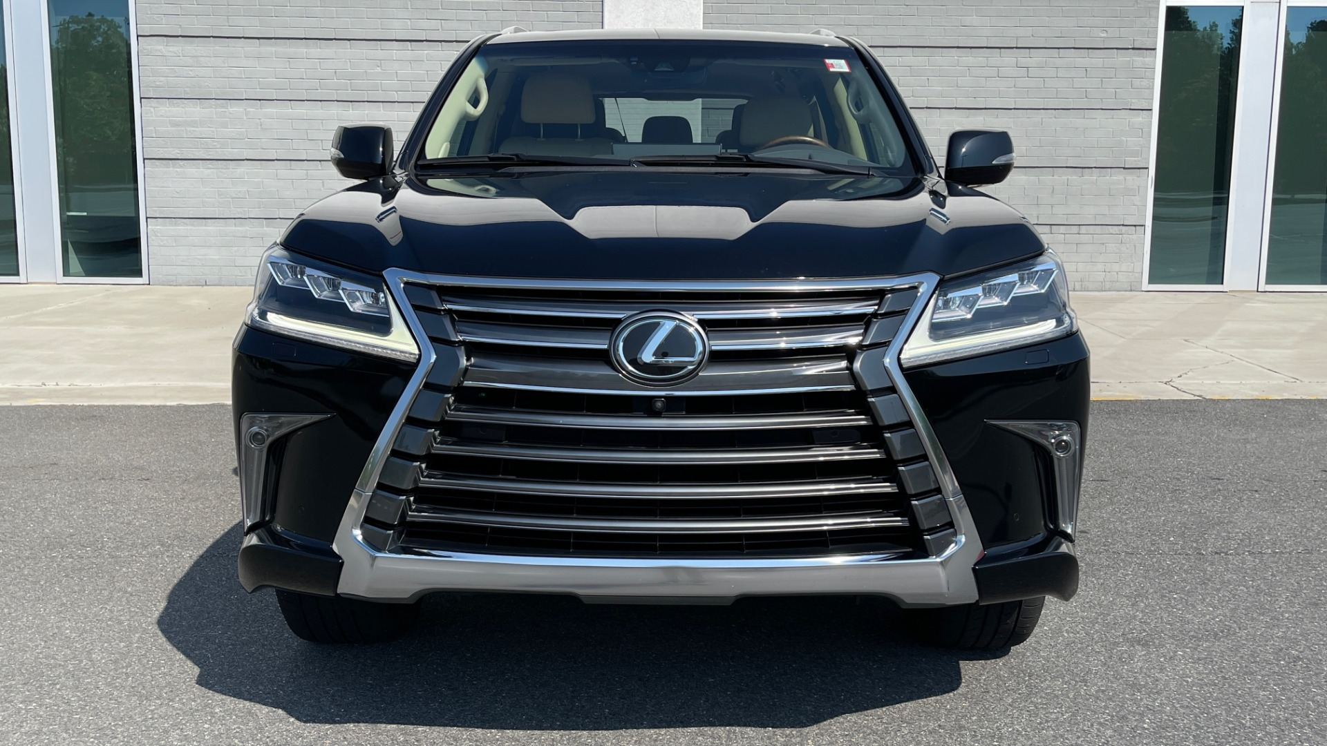 Used 2017 Lexus LX 570 LUXURY / 5.7L V8 / NAV / SUNROOF / 3-ROW / DVD / REARVIEW for sale $63,995 at Formula Imports in Charlotte NC 28227 9