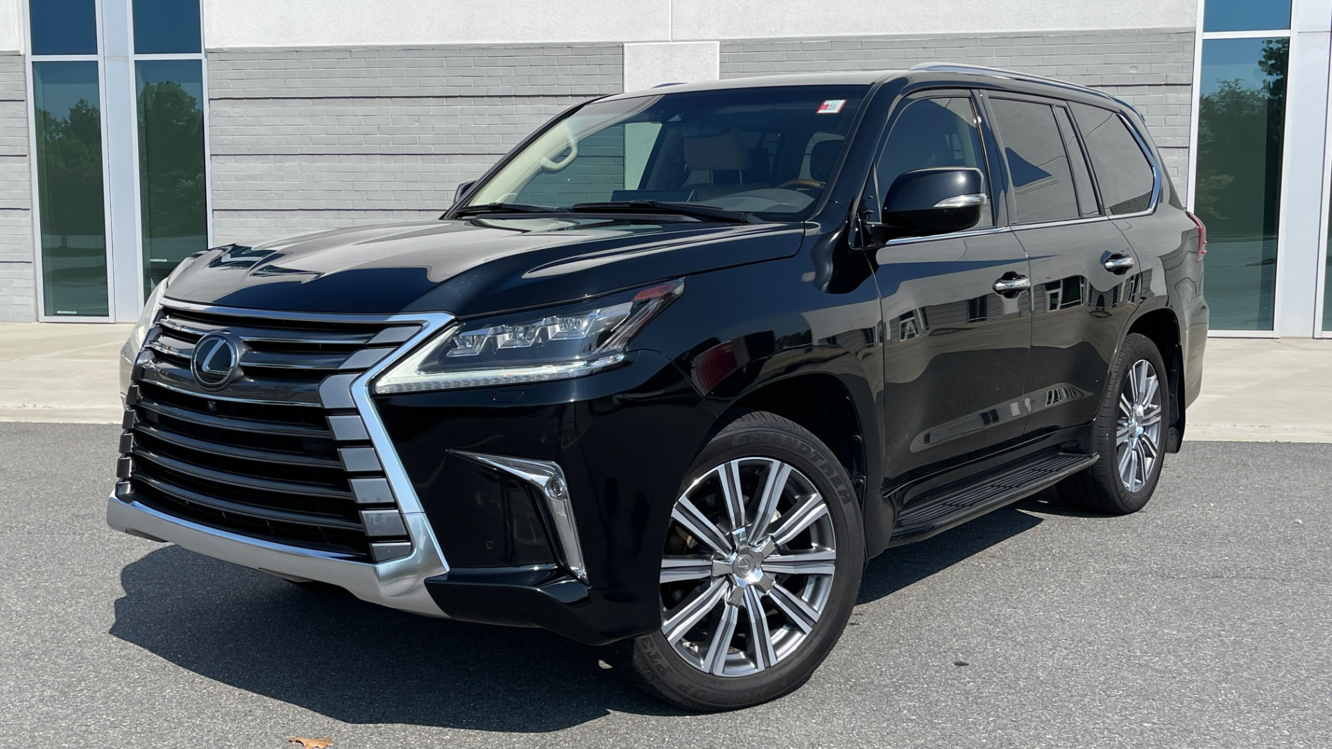 Used 2017 Lexus LX 570 LUXURY / 5.7L V8 / NAV / SUNROOF / 3-ROW / DVD / REARVIEW for sale $63,995 at Formula Imports in Charlotte NC 28227 1