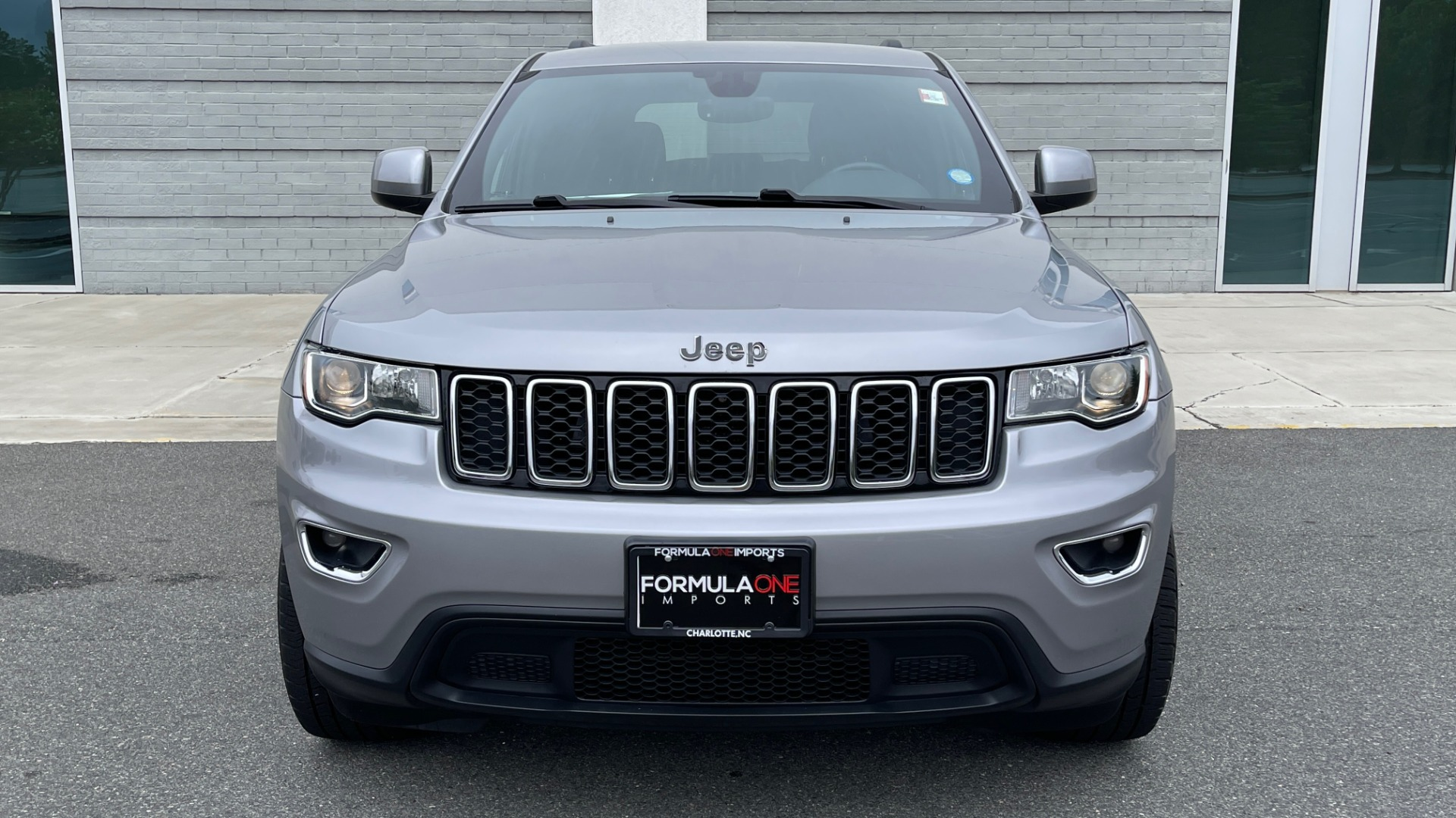Used 2017 Jeep GRAND CHEROKEE LAREDO E 4X4 / KEYLESS-GO / 8.4IN TOUCH SCREEN / REARVIEW for sale $27,595 at Formula Imports in Charlotte NC 28227 10
