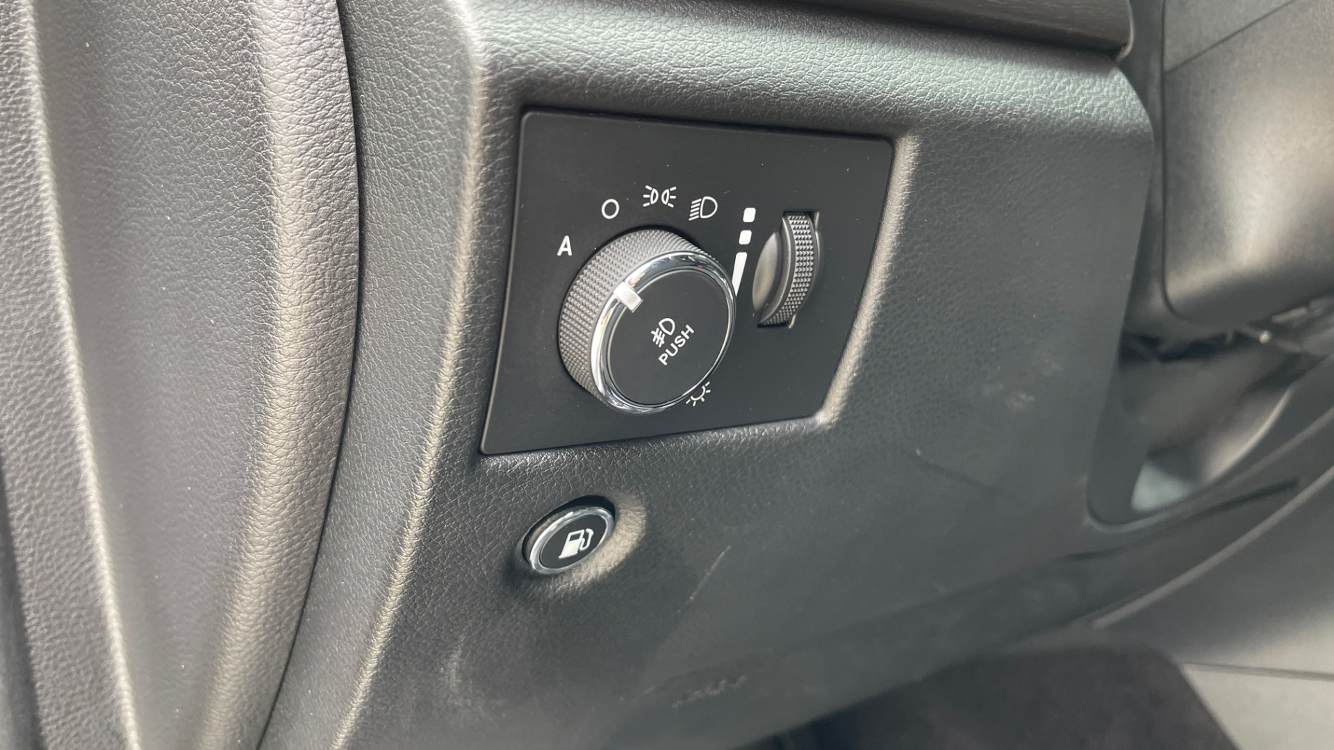 Used 2017 Jeep GRAND CHEROKEE LAREDO E 4X4 / KEYLESS-GO / 8.4IN TOUCH SCREEN / REARVIEW for sale $27,595 at Formula Imports in Charlotte NC 28227 29