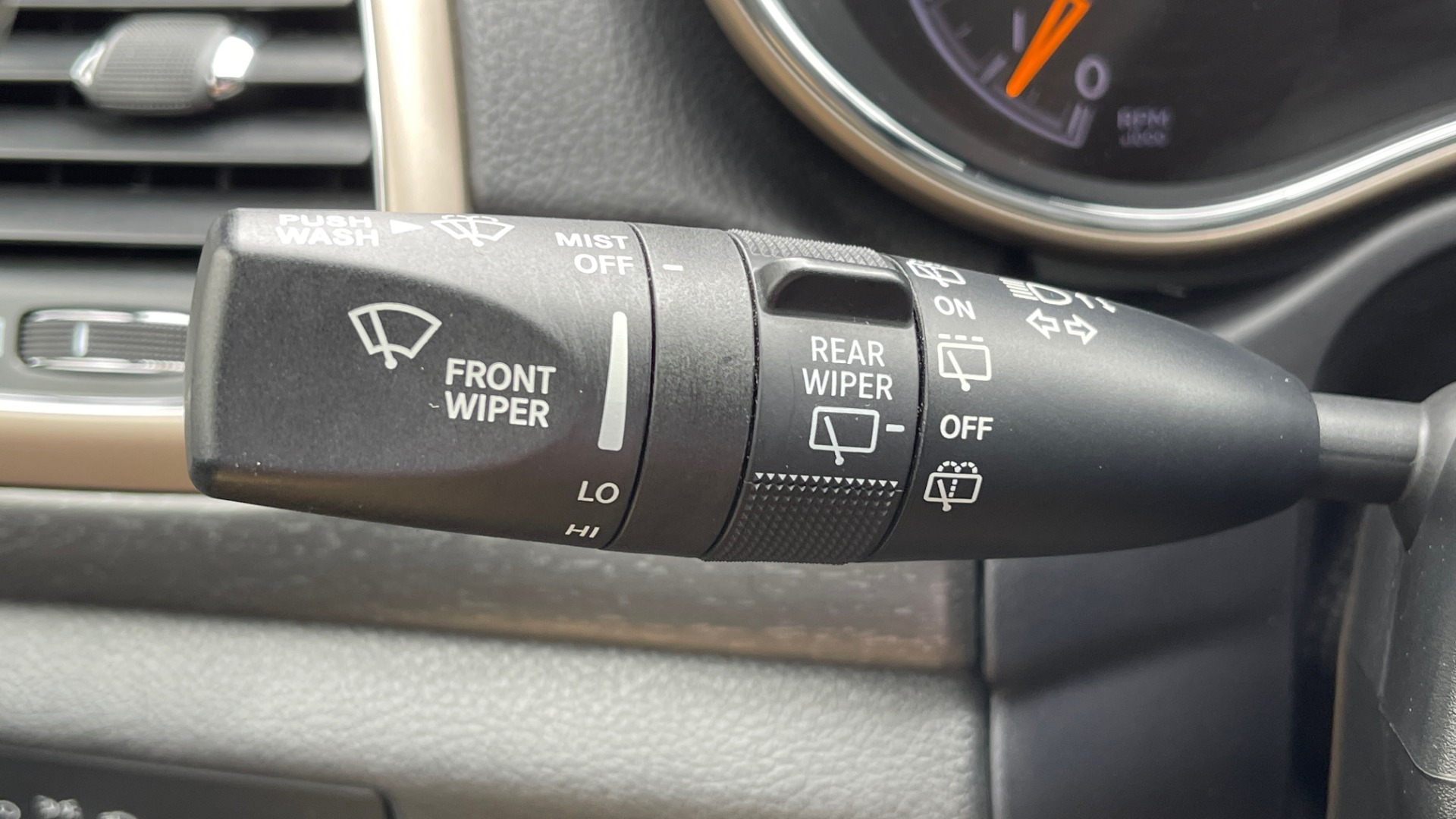 Used 2017 Jeep GRAND CHEROKEE LAREDO E 4X4 / KEYLESS-GO / 8.4IN TOUCH SCREEN / REARVIEW for sale $27,595 at Formula Imports in Charlotte NC 28227 34