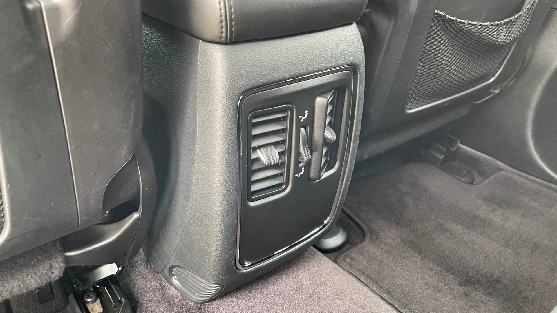 Used 2017 Jeep GRAND CHEROKEE LAREDO E 4X4 / KEYLESS-GO / 8.4IN TOUCH SCREEN / REARVIEW for sale $27,595 at Formula Imports in Charlotte NC 28227 46