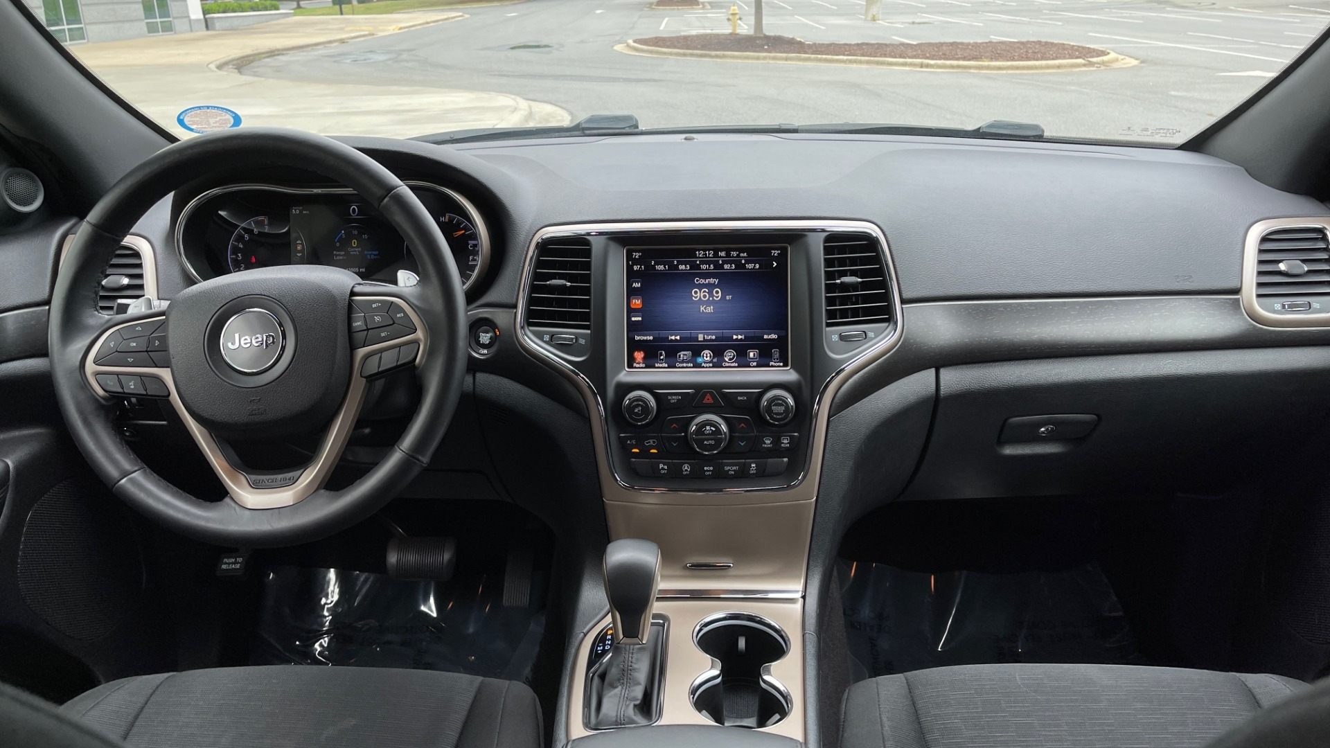 Used 2017 Jeep GRAND CHEROKEE LAREDO E 4X4 / KEYLESS-GO / 8.4IN TOUCH SCREEN / REARVIEW for sale $27,595 at Formula Imports in Charlotte NC 28227 48