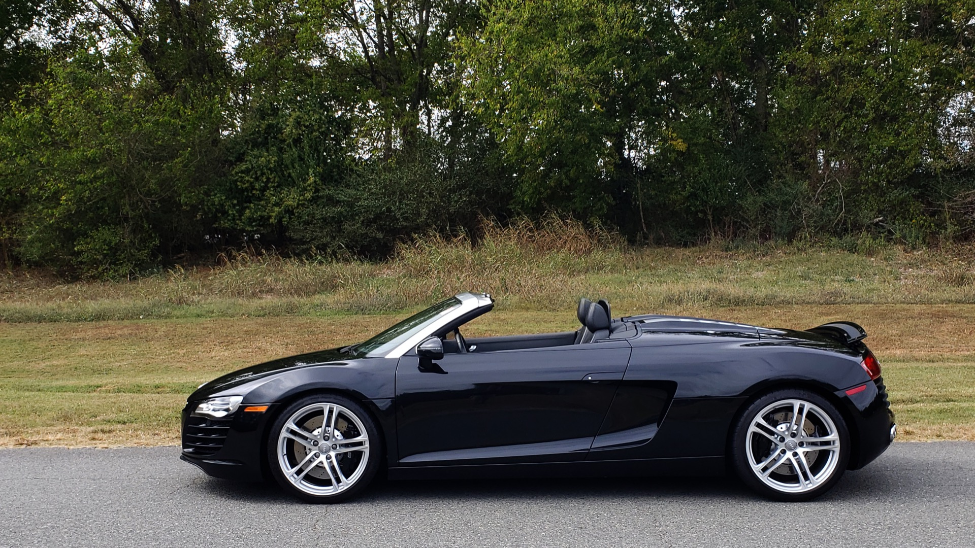 Used 2011 Audi R8 4.2L SPYDER QUATTRO / NAV / 19 IN WHEELS / LOW MILES for sale Sold at Formula Imports in Charlotte NC 28227 4