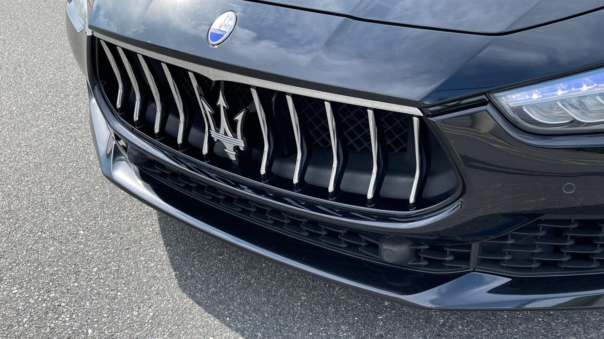 Used 2018 Maserati GHIBLI 3.0L SEDAN / 8-SPD AUTO / NAV / SUNROOF / REARVIEW for sale $42,995 at Formula Imports in Charlotte NC 28227 17