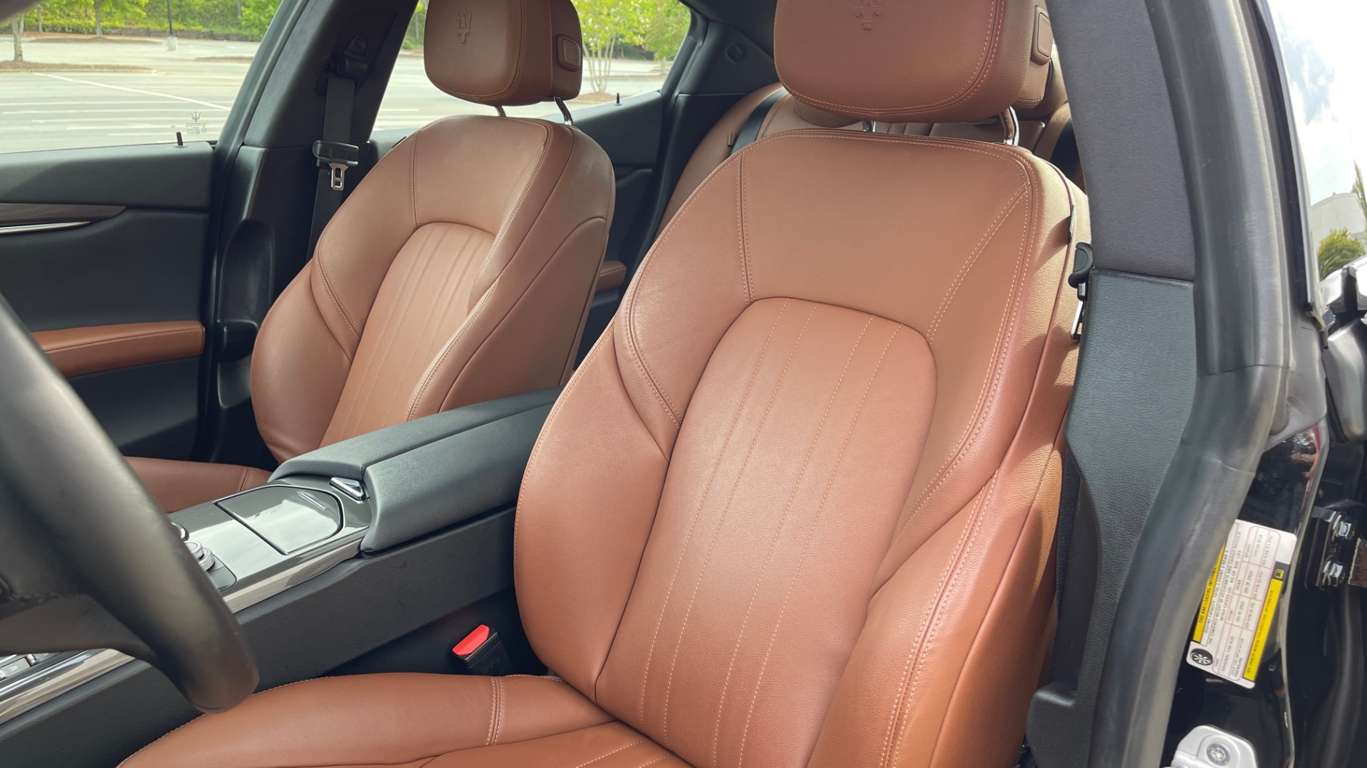Used 2018 Maserati GHIBLI 3.0L SEDAN / 8-SPD AUTO / NAV / SUNROOF / REARVIEW for sale $42,995 at Formula Imports in Charlotte NC 28227 31