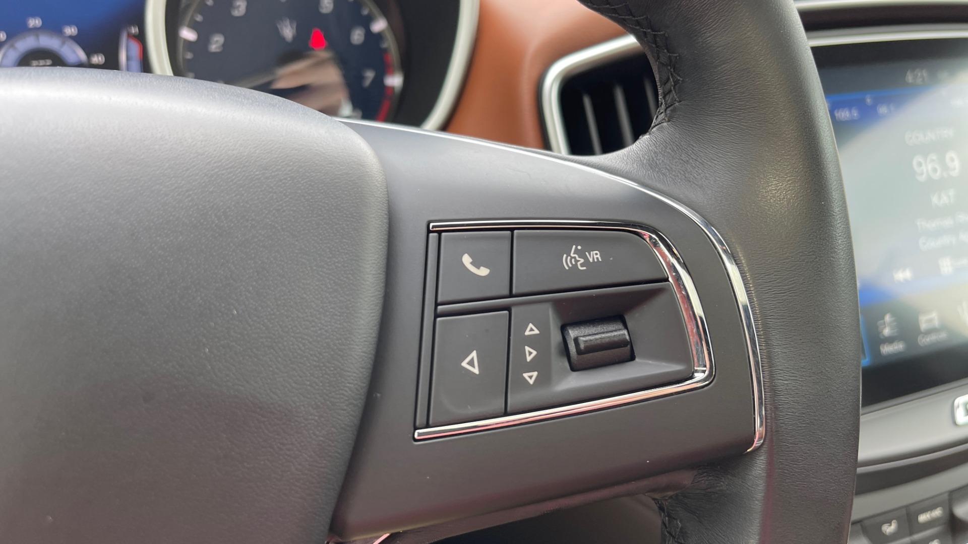 Used 2018 Maserati GHIBLI 3.0L SEDAN / 8-SPD AUTO / NAV / SUNROOF / REARVIEW for sale $42,995 at Formula Imports in Charlotte NC 28227 34