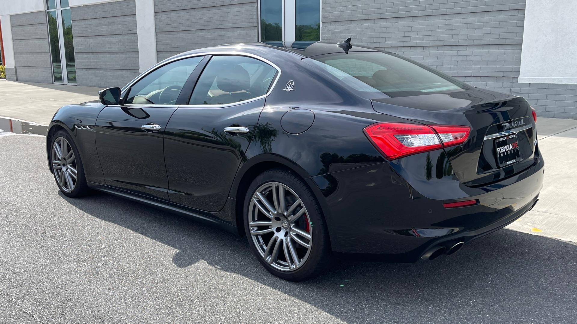 Used 2018 Maserati GHIBLI 3.0L SEDAN / 8-SPD AUTO / NAV / SUNROOF / REARVIEW for sale $42,995 at Formula Imports in Charlotte NC 28227 6