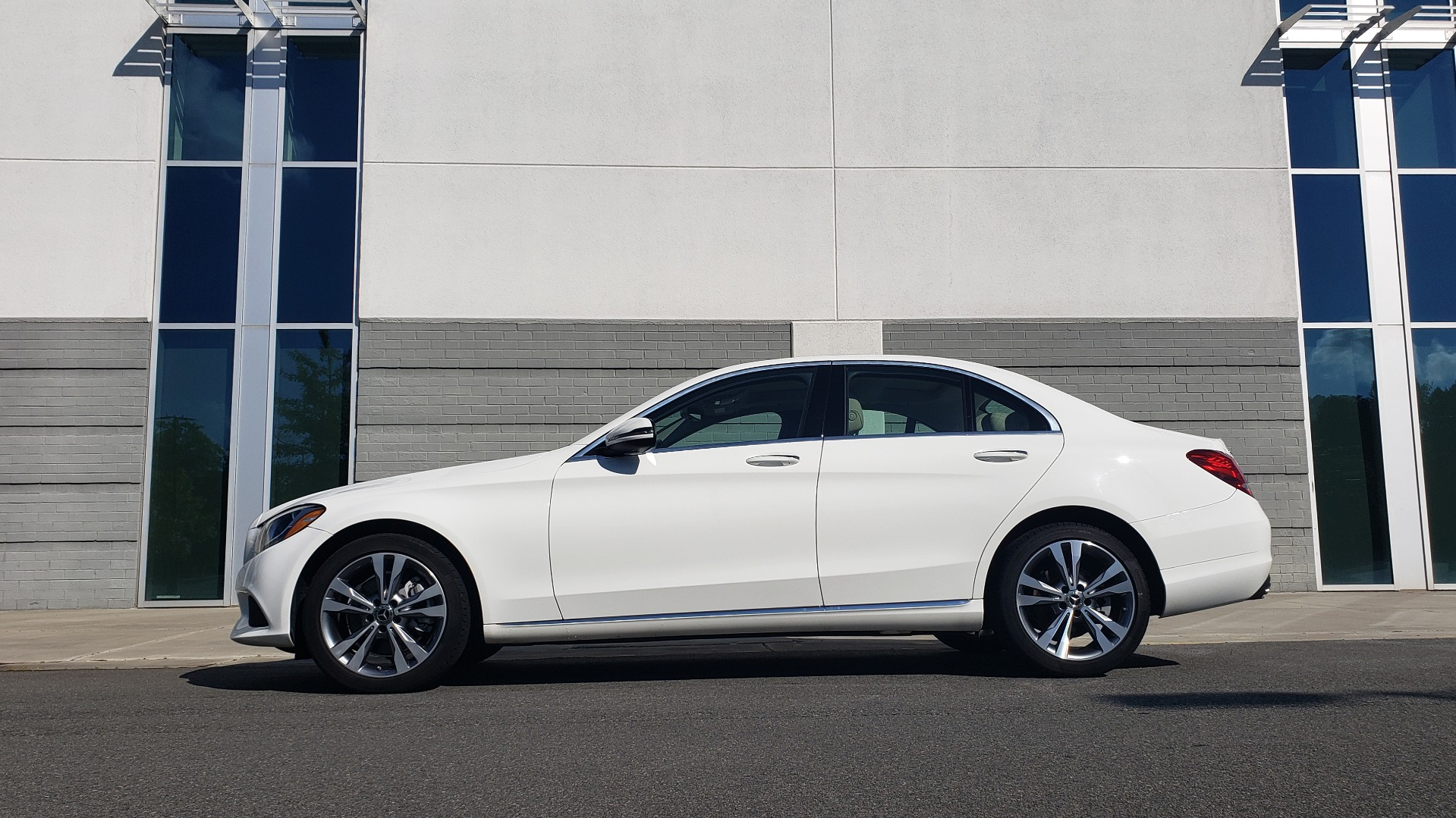 Used 2018 Mercedes-Benz C-Class C 300 4MATIC PREMIUM / APPLE CARPLAY / PANO-ROOF / REARVIEW for sale $33,795 at Formula Imports in Charlotte NC 28227 3