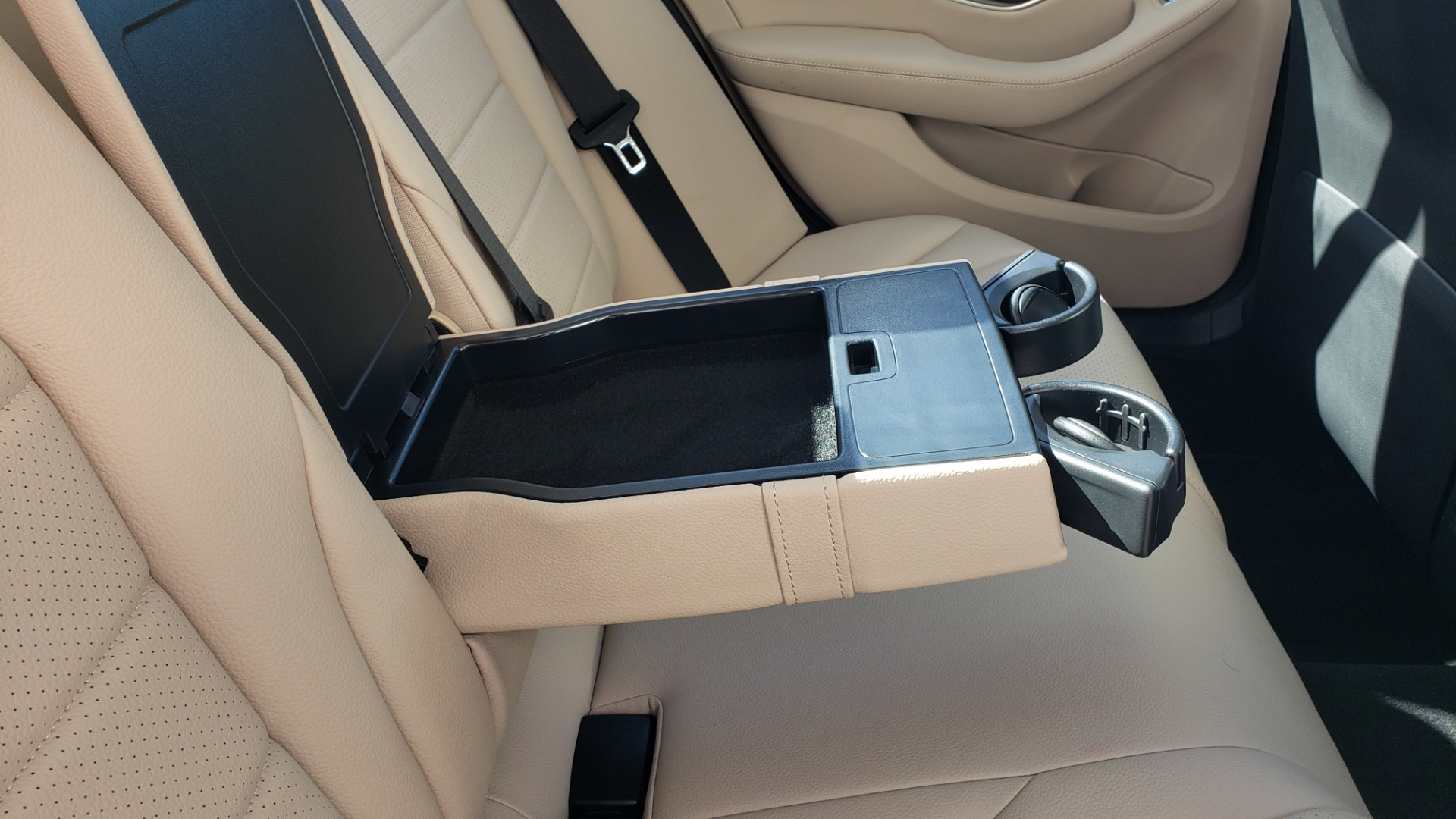 Used 2018 Mercedes-Benz C-Class C 300 4MATIC PREMIUM / APPLE CARPLAY / PANO-ROOF / REARVIEW for sale $33,795 at Formula Imports in Charlotte NC 28227 68