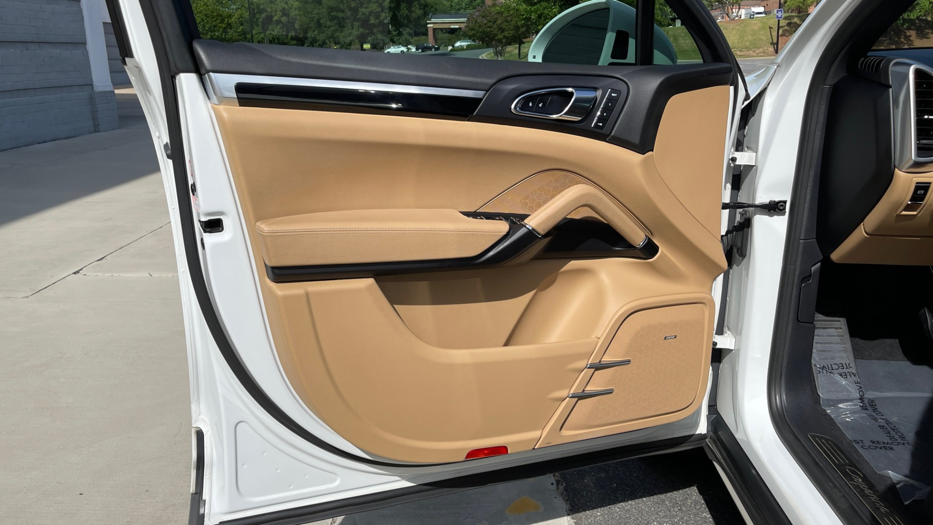 Used 2016 Porsche CAYENNE AWD / 3.6L TURBO / PREMIUM / BOSE / PANO-ROOF / NAV / LCA for sale $32,995 at Formula Imports in Charlotte NC 28227 25