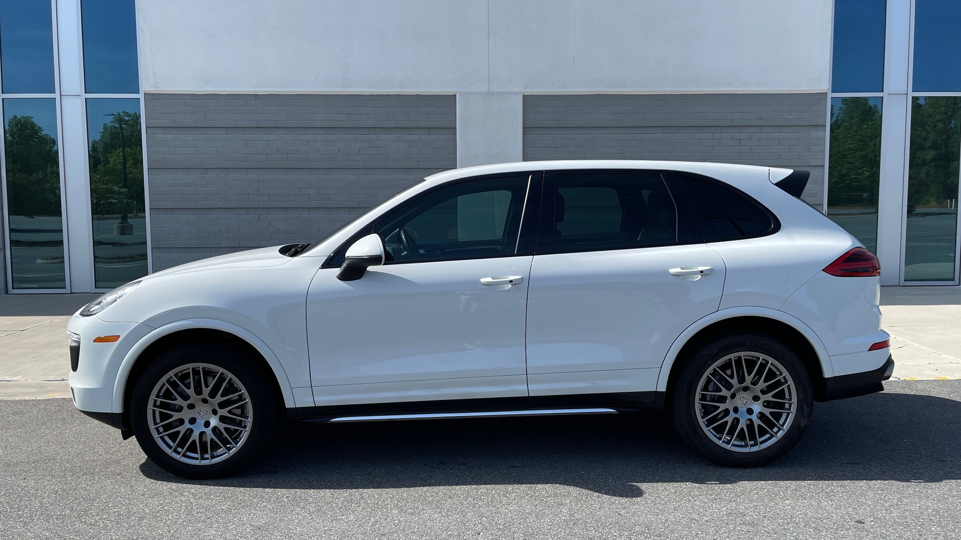 Used 2016 Porsche CAYENNE AWD / 3.6L TURBO / PREMIUM / BOSE / PANO-ROOF / NAV / LCA for sale $32,995 at Formula Imports in Charlotte NC 28227 4