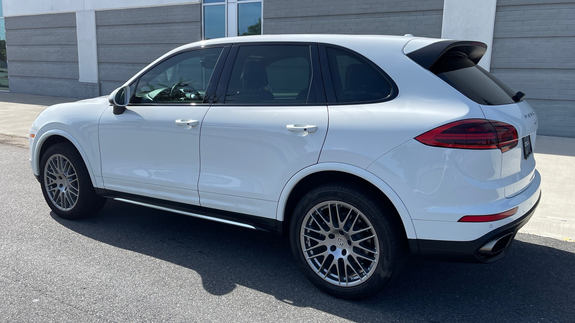 Used 2016 Porsche CAYENNE AWD / 3.6L TURBO / PREMIUM / BOSE / PANO-ROOF / NAV / LCA for sale $32,995 at Formula Imports in Charlotte NC 28227 5