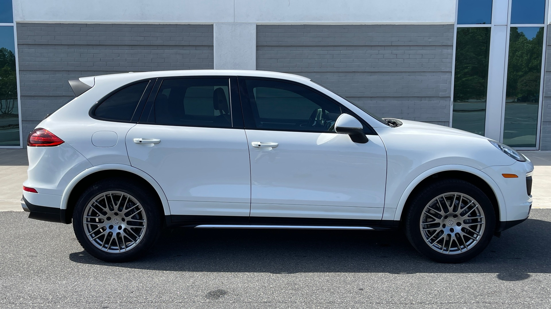 Used 2016 Porsche CAYENNE AWD / 3.6L TURBO / PREMIUM / BOSE / PANO-ROOF / NAV / LCA for sale $32,995 at Formula Imports in Charlotte NC 28227 7