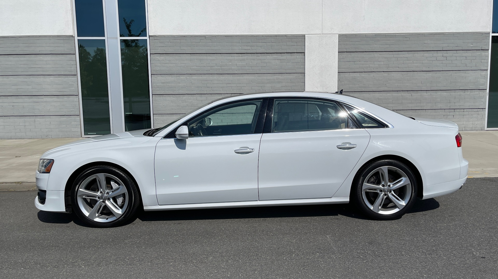 Used 2018 Audi A8 L SPORT 4.0T / EXECUTIVE PKG / NAV / BOSE / SUNROOF / REARVIEW for sale Sold at Formula Imports in Charlotte NC 28227 3