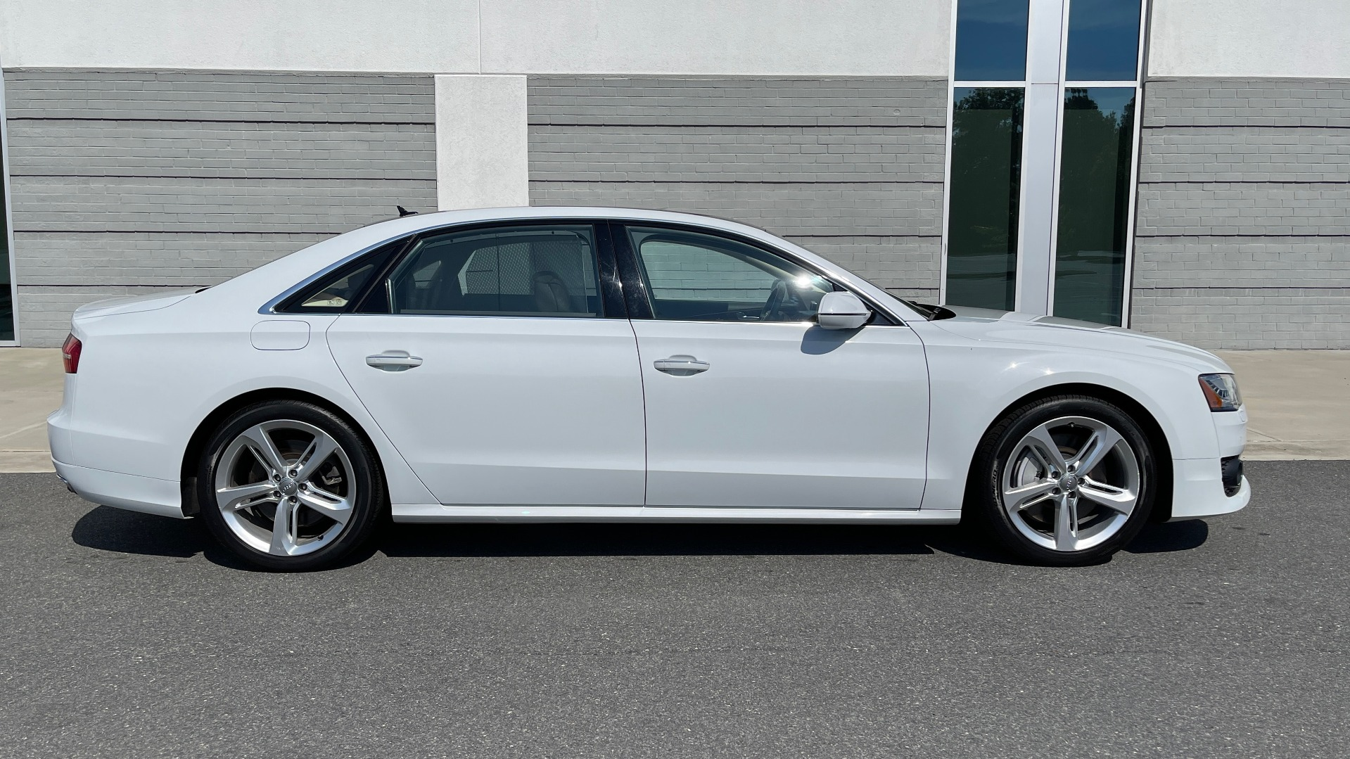 Used 2018 Audi A8 L SPORT 4.0T / EXECUTIVE PKG / NAV / BOSE / SUNROOF / REARVIEW for sale Sold at Formula Imports in Charlotte NC 28227 7