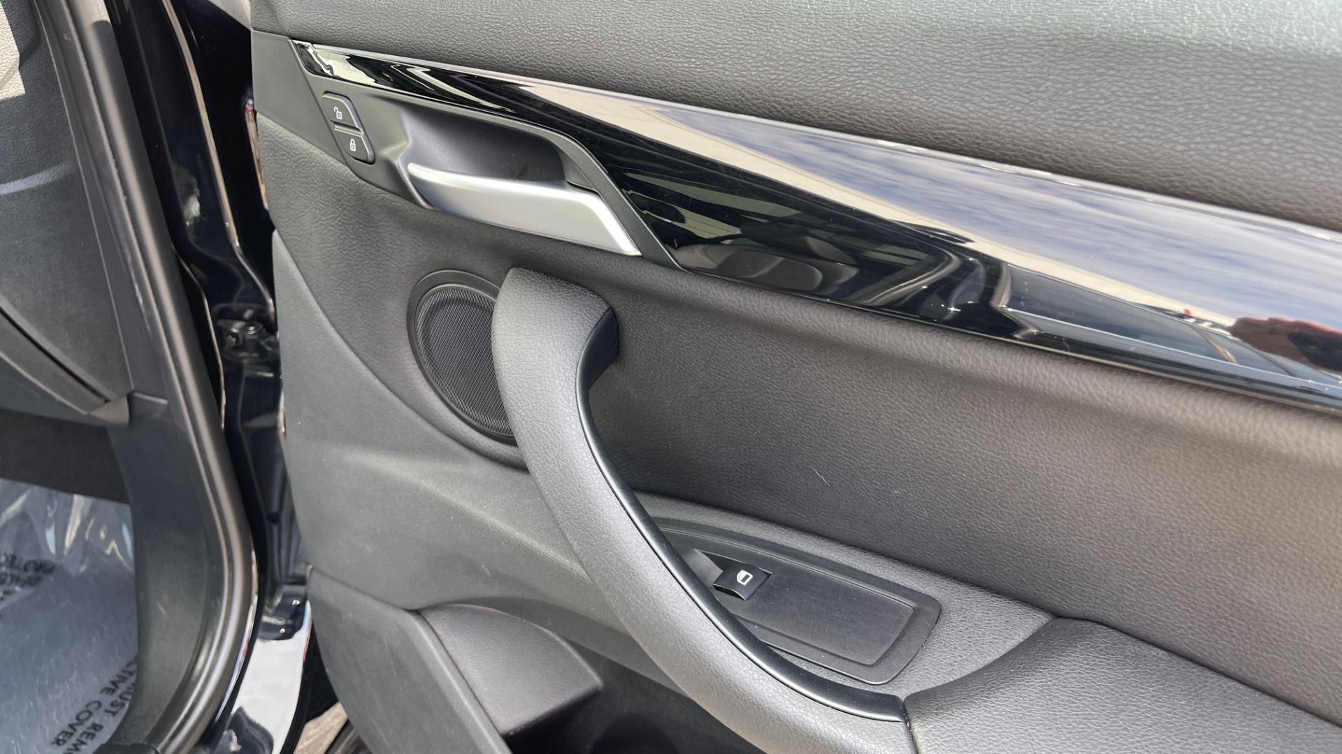 Used 2017 BMW X1 XDRIVE28I / DRVR ASST PKG / COLD WTHR / HTD FRT STS / PANO-ROOF / REARVIEW for sale $25,795 at Formula Imports in Charlotte NC 28227 59