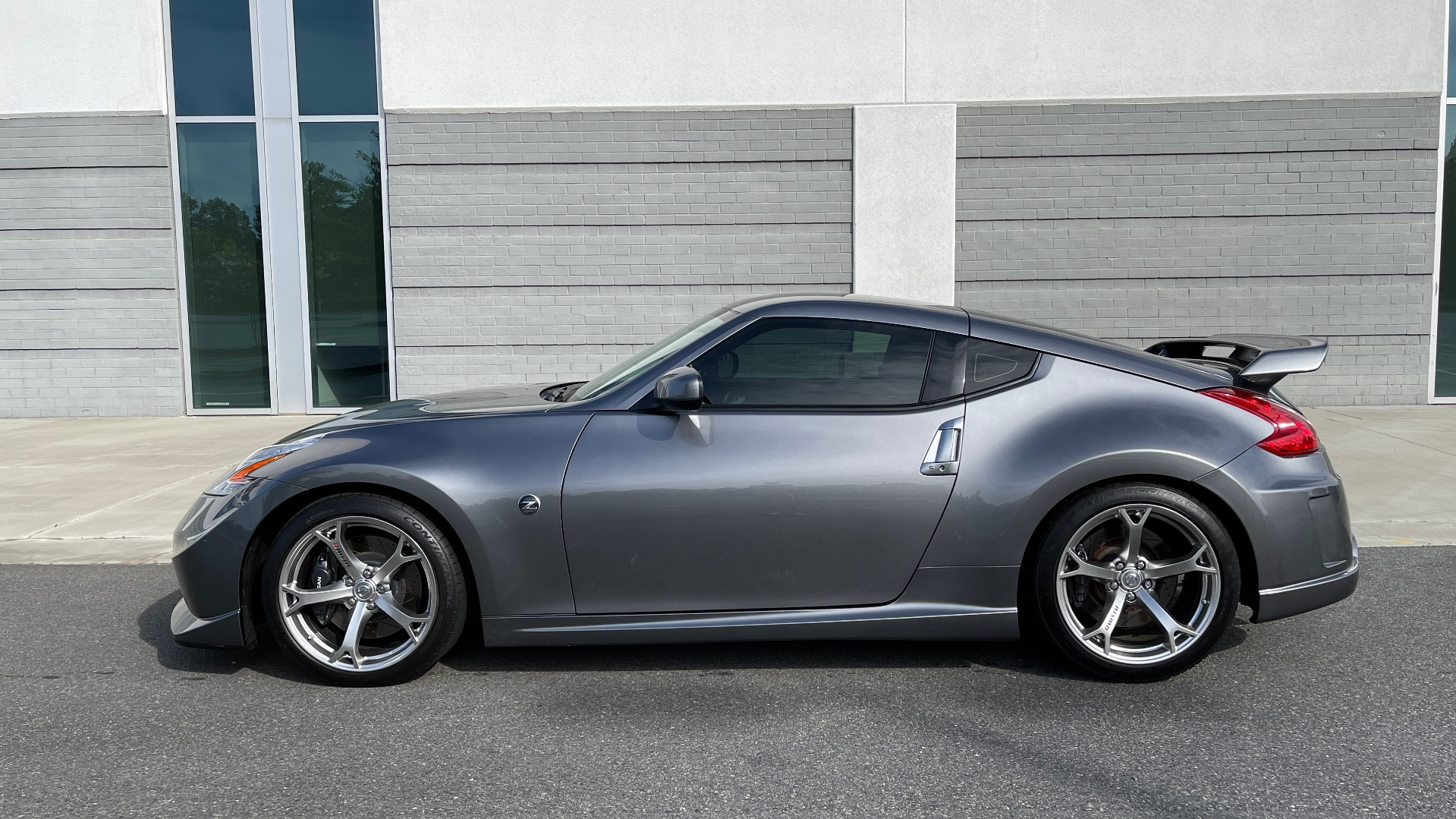 Used 2011 Nissan 370Z NISMO COUPE / 3.7L V6 / 6-SPD MAN / AUTO CLIMATE CONTROL for sale $32,995 at Formula Imports in Charlotte NC 28227 4