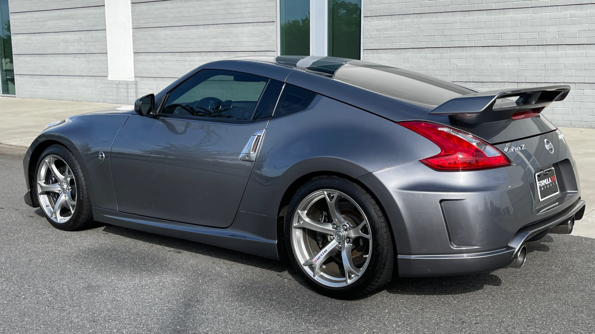Used 2011 Nissan 370Z NISMO COUPE / 3.7L V6 / 6-SPD MAN / AUTO CLIMATE CONTROL for sale $32,995 at Formula Imports in Charlotte NC 28227 5