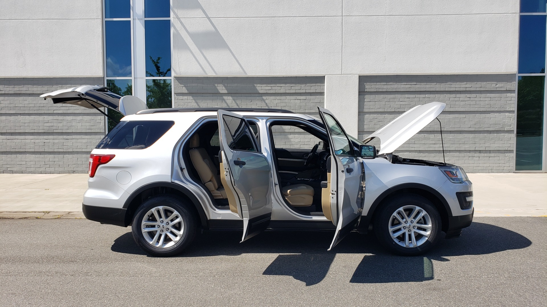 Used 2017 Ford EXPLORER 3.5L V6 / 6-SPD AUTO / BLIND SPOT MONITOR / 3-ROW / SYNC / REARVIEW for sale $22,995 at Formula Imports in Charlotte NC 28227 12