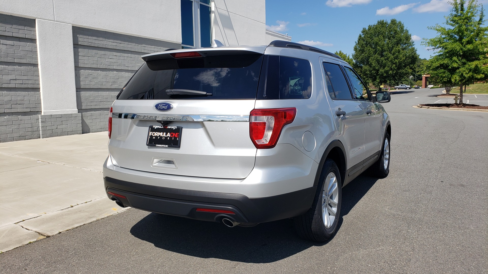 Used 2017 Ford EXPLORER 3.5L V6 / 6-SPD AUTO / BLIND SPOT MONITOR / 3-ROW / SYNC / REARVIEW for sale $22,995 at Formula Imports in Charlotte NC 28227 2