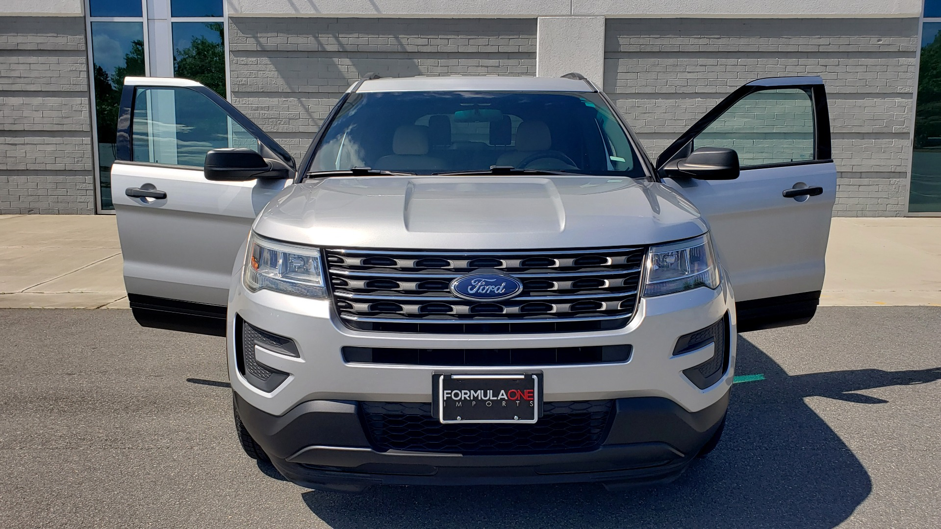 Used 2017 Ford EXPLORER 3.5L V6 / 6-SPD AUTO / BLIND SPOT MONITOR / 3-ROW / SYNC / REARVIEW for sale $22,995 at Formula Imports in Charlotte NC 28227 21