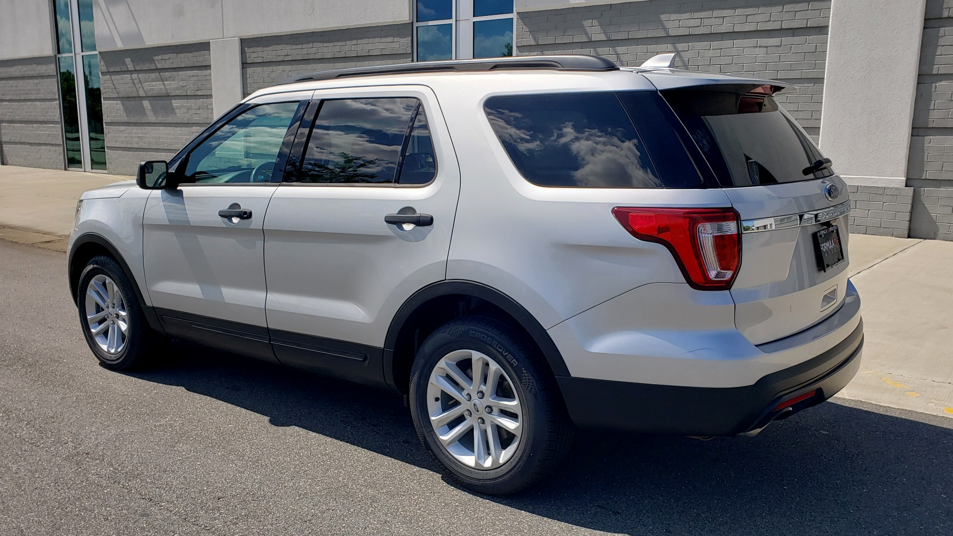 Used 2017 Ford EXPLORER 3.5L V6 / 6-SPD AUTO / BLIND SPOT MONITOR / 3-ROW / SYNC / REARVIEW for sale $22,995 at Formula Imports in Charlotte NC 28227 6