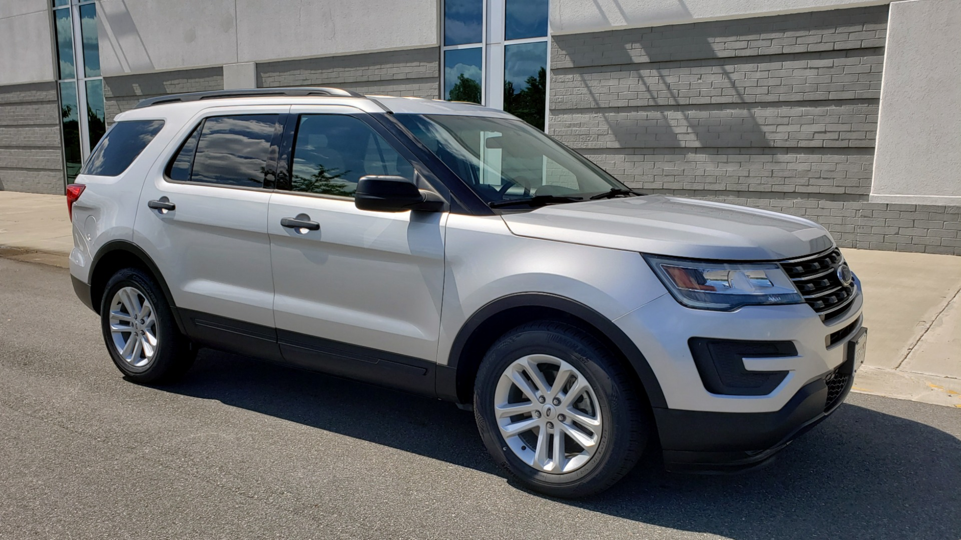 Used 2017 Ford EXPLORER 3.5L V6 / 6-SPD AUTO / BLIND SPOT MONITOR / 3-ROW / SYNC / REARVIEW for sale $22,995 at Formula Imports in Charlotte NC 28227 7