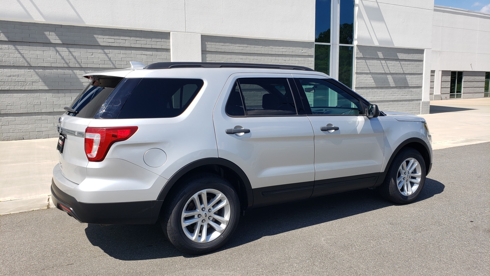 Used 2017 Ford EXPLORER 3.5L V6 / 6-SPD AUTO / BLIND SPOT MONITOR / 3-ROW / SYNC / REARVIEW for sale $22,995 at Formula Imports in Charlotte NC 28227 8