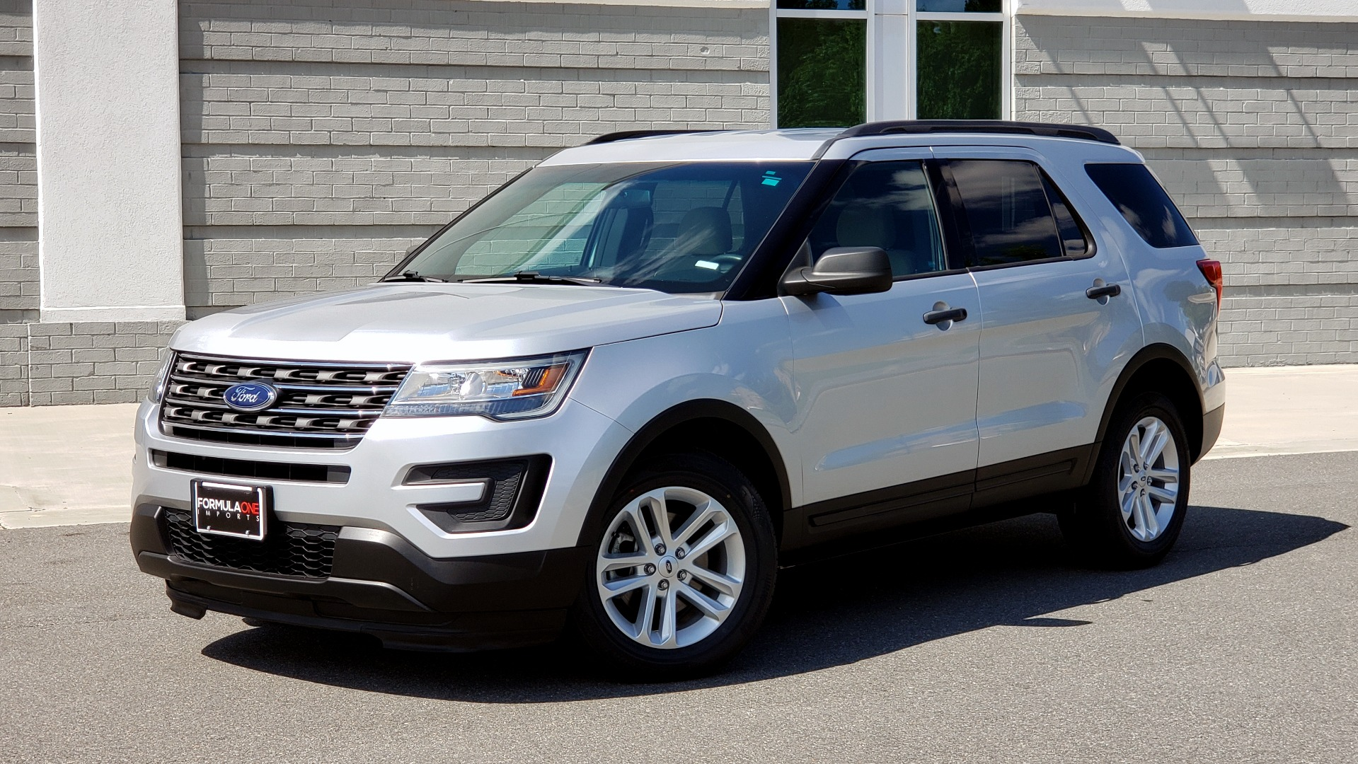 Used 2017 Ford EXPLORER 3.5L V6 / 6-SPD AUTO / BLIND SPOT MONITOR / 3-ROW / SYNC / REARVIEW for sale $22,995 at Formula Imports in Charlotte NC 28227 1