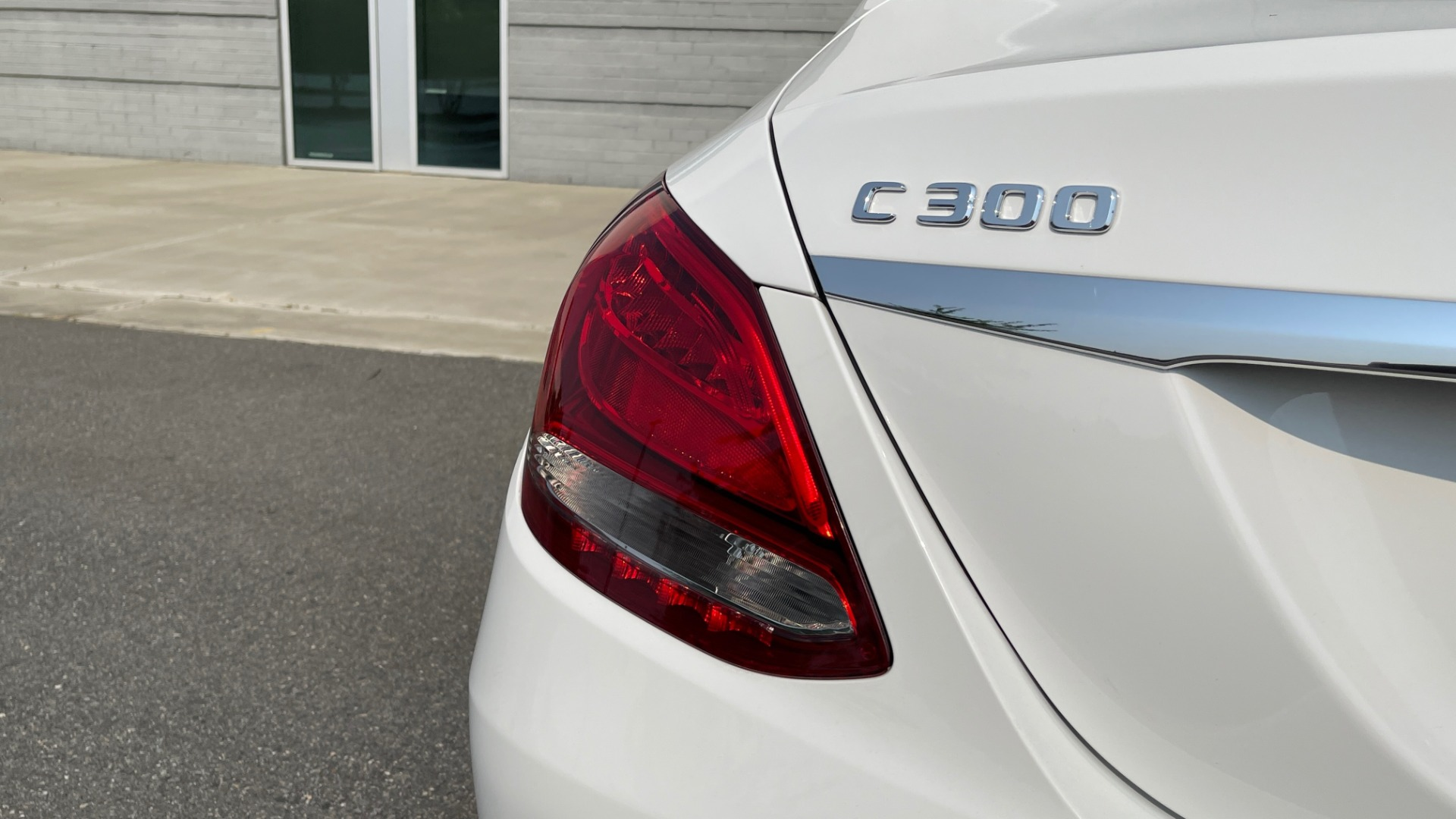 Used 2018 Mercedes-Benz C-Class C 300 4MATIC / PREMIUM / BURMESTER / HTD STS / SUNROOF / REARVIEW for sale $33,995 at Formula Imports in Charlotte NC 28227 22