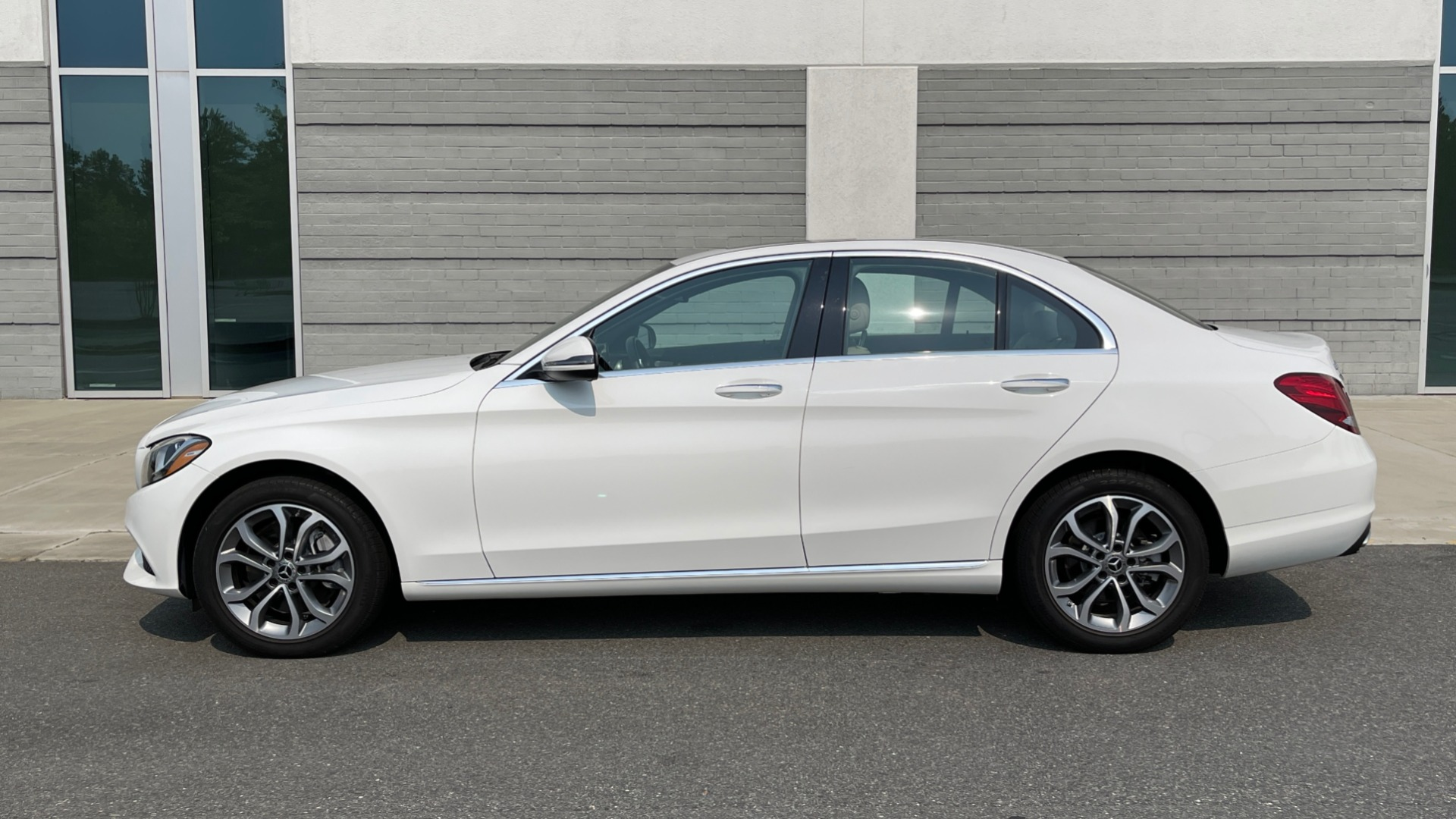 Used 2018 Mercedes-Benz C-Class C 300 4MATIC / PREMIUM / BURMESTER / HTD STS / SUNROOF / REARVIEW for sale $33,995 at Formula Imports in Charlotte NC 28227 4