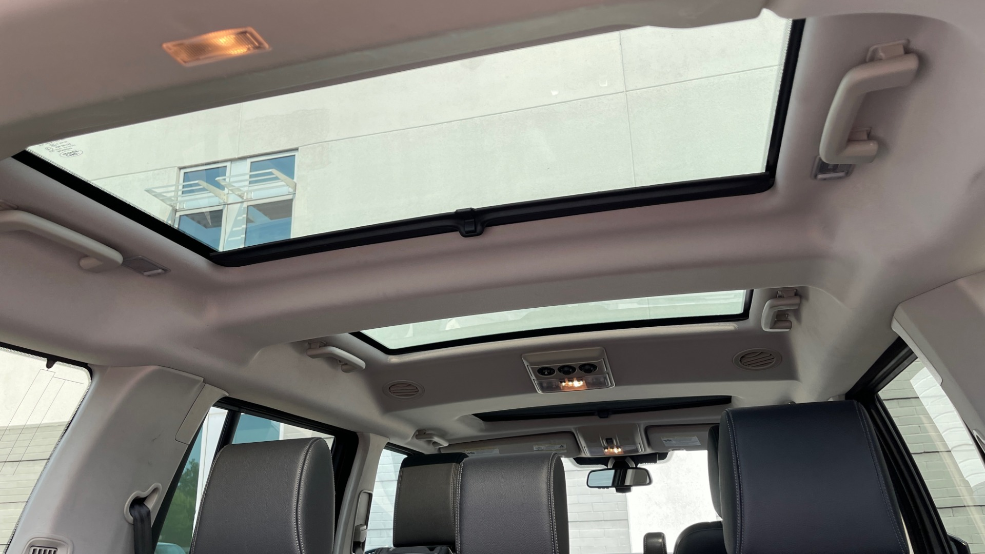 Used 2016 Land Rover LR4 HSE / NAV / SUNROOF / 3-ROW / MERIDIAN SOUND SYS / REARVIEW for sale $30,995 at Formula Imports in Charlotte NC 28227 19