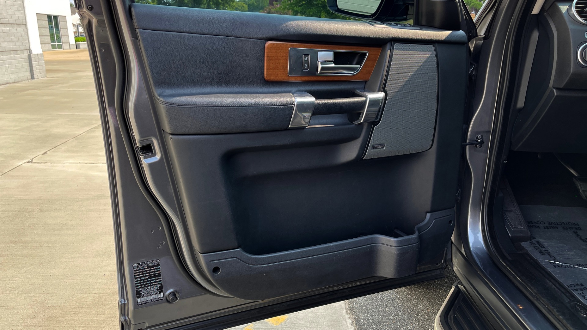 Used 2016 Land Rover LR4 HSE / NAV / SUNROOF / 3-ROW / MERIDIAN SOUND SYS / REARVIEW for sale $30,995 at Formula Imports in Charlotte NC 28227 24