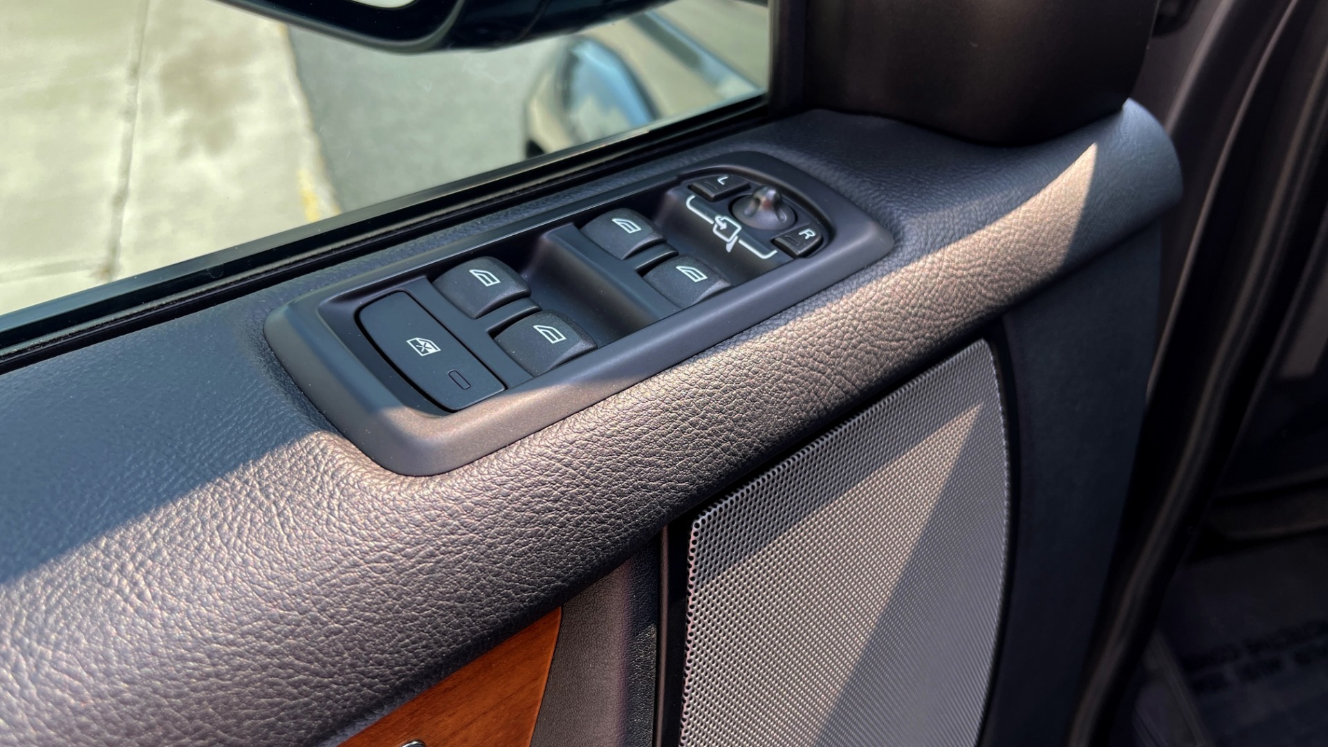 Used 2016 Land Rover LR4 HSE / NAV / SUNROOF / 3-ROW / MERIDIAN SOUND SYS / REARVIEW for sale $30,995 at Formula Imports in Charlotte NC 28227 25