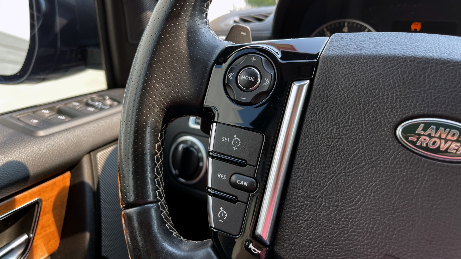 Used 2016 Land Rover LR4 HSE / NAV / SUNROOF / 3-ROW / MERIDIAN SOUND SYS / REARVIEW for sale $30,995 at Formula Imports in Charlotte NC 28227 31