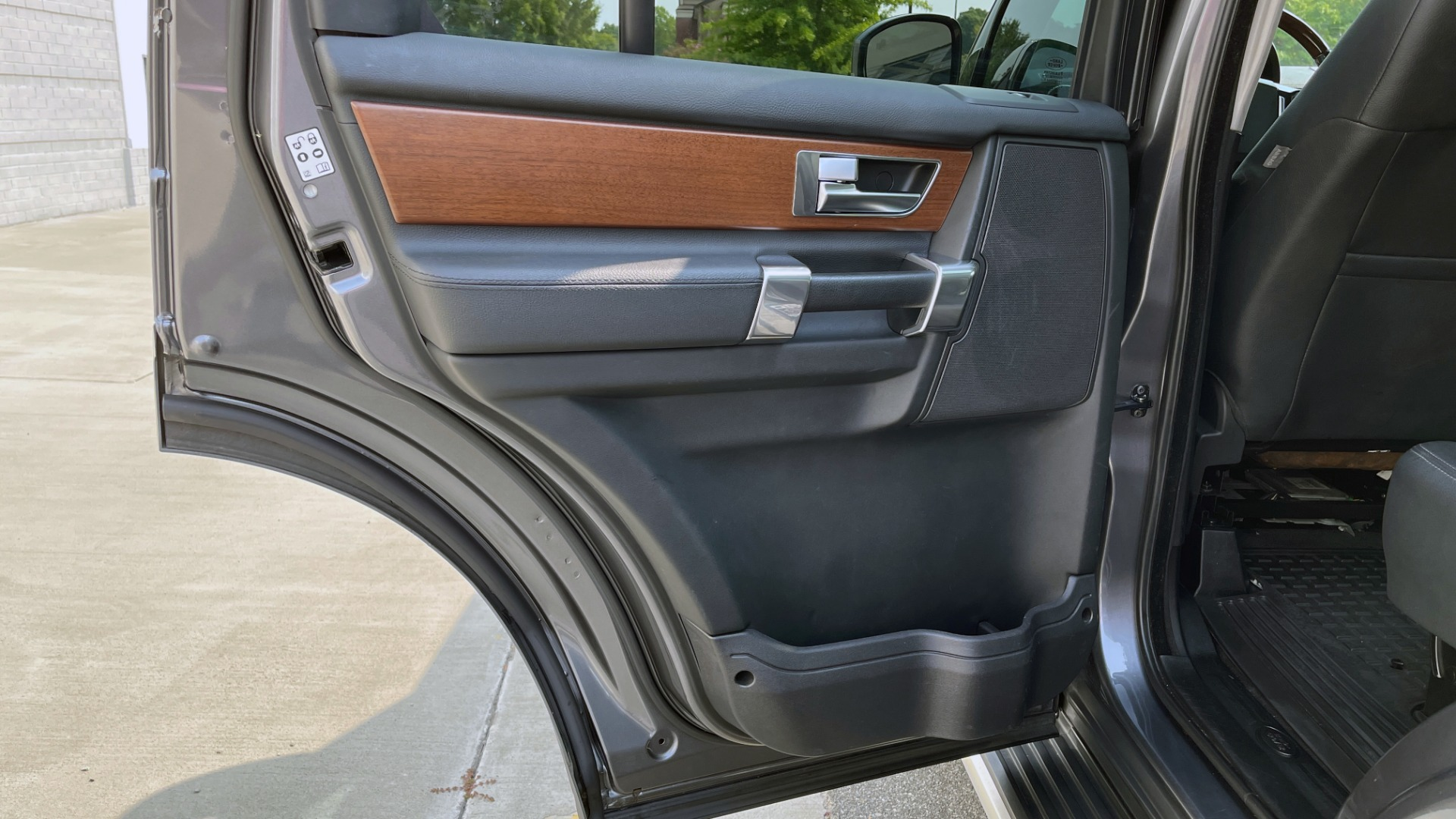 Used 2016 Land Rover LR4 HSE / NAV / SUNROOF / 3-ROW / MERIDIAN SOUND SYS / REARVIEW for sale $30,995 at Formula Imports in Charlotte NC 28227 40