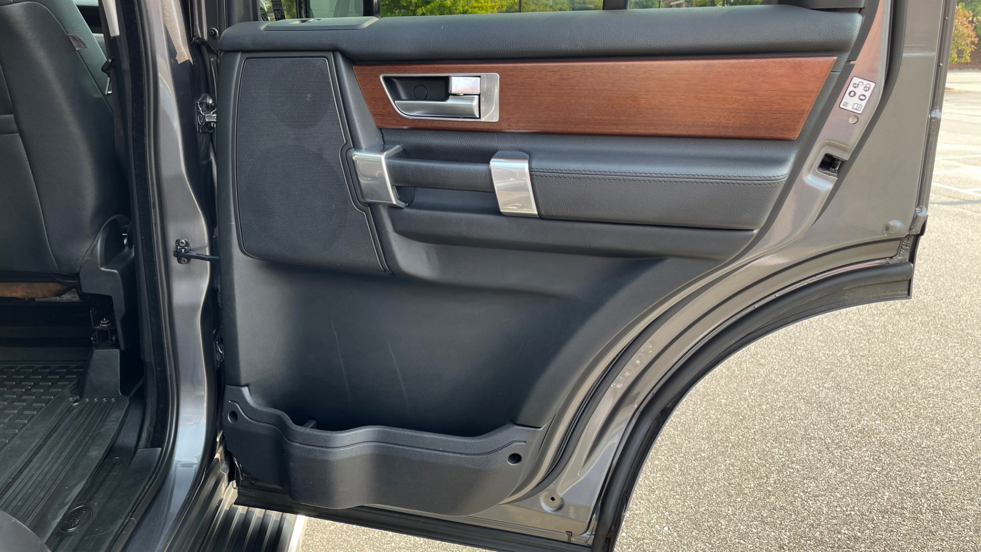 Used 2016 Land Rover LR4 HSE / NAV / SUNROOF / 3-ROW / MERIDIAN SOUND SYS / REARVIEW for sale $30,995 at Formula Imports in Charlotte NC 28227 50