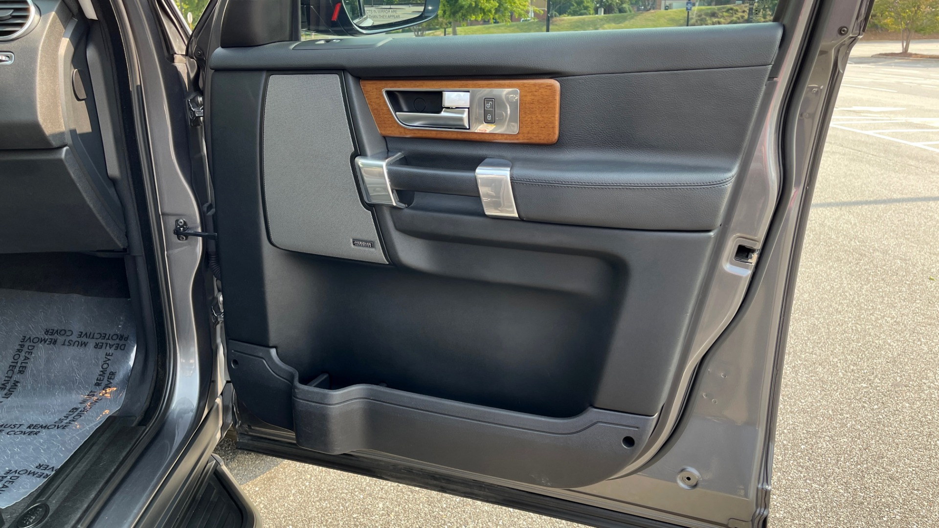 Used 2016 Land Rover LR4 HSE / NAV / SUNROOF / 3-ROW / MERIDIAN SOUND SYS / REARVIEW for sale $30,995 at Formula Imports in Charlotte NC 28227 52