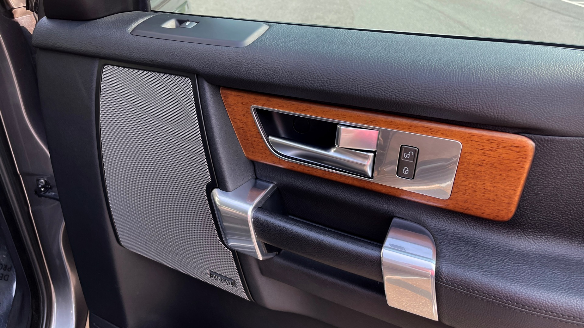 Used 2016 Land Rover LR4 HSE / NAV / SUNROOF / 3-ROW / MERIDIAN SOUND SYS / REARVIEW for sale $30,995 at Formula Imports in Charlotte NC 28227 53