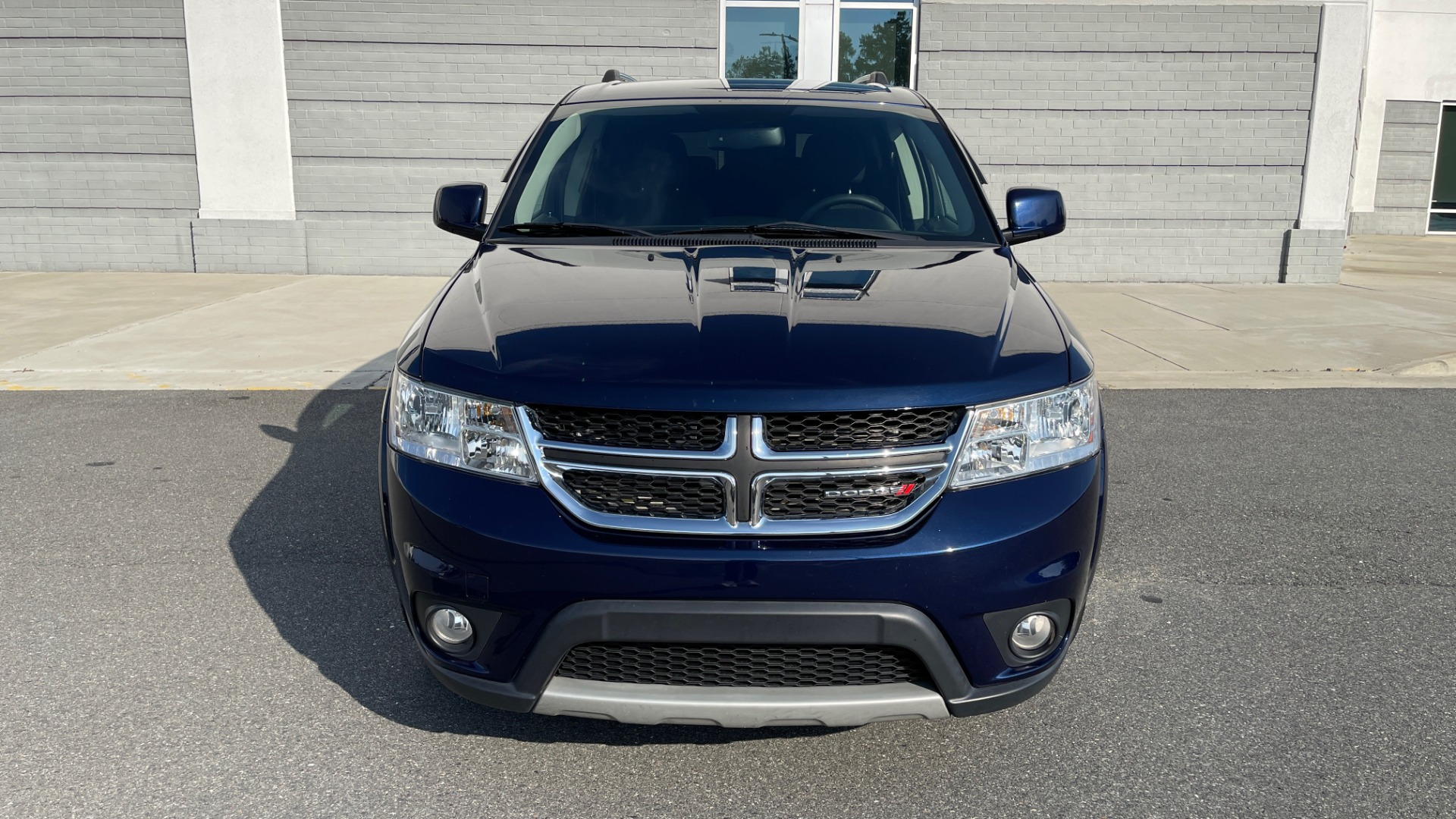 Used 2017 Dodge JOURNEY SXT PREMIUM / 2.4L / 4-SPD AUTO / KEYLESS-GO / 3-ROW / 19IN WHEELS for sale $15,995 at Formula Imports in Charlotte NC 28227 11