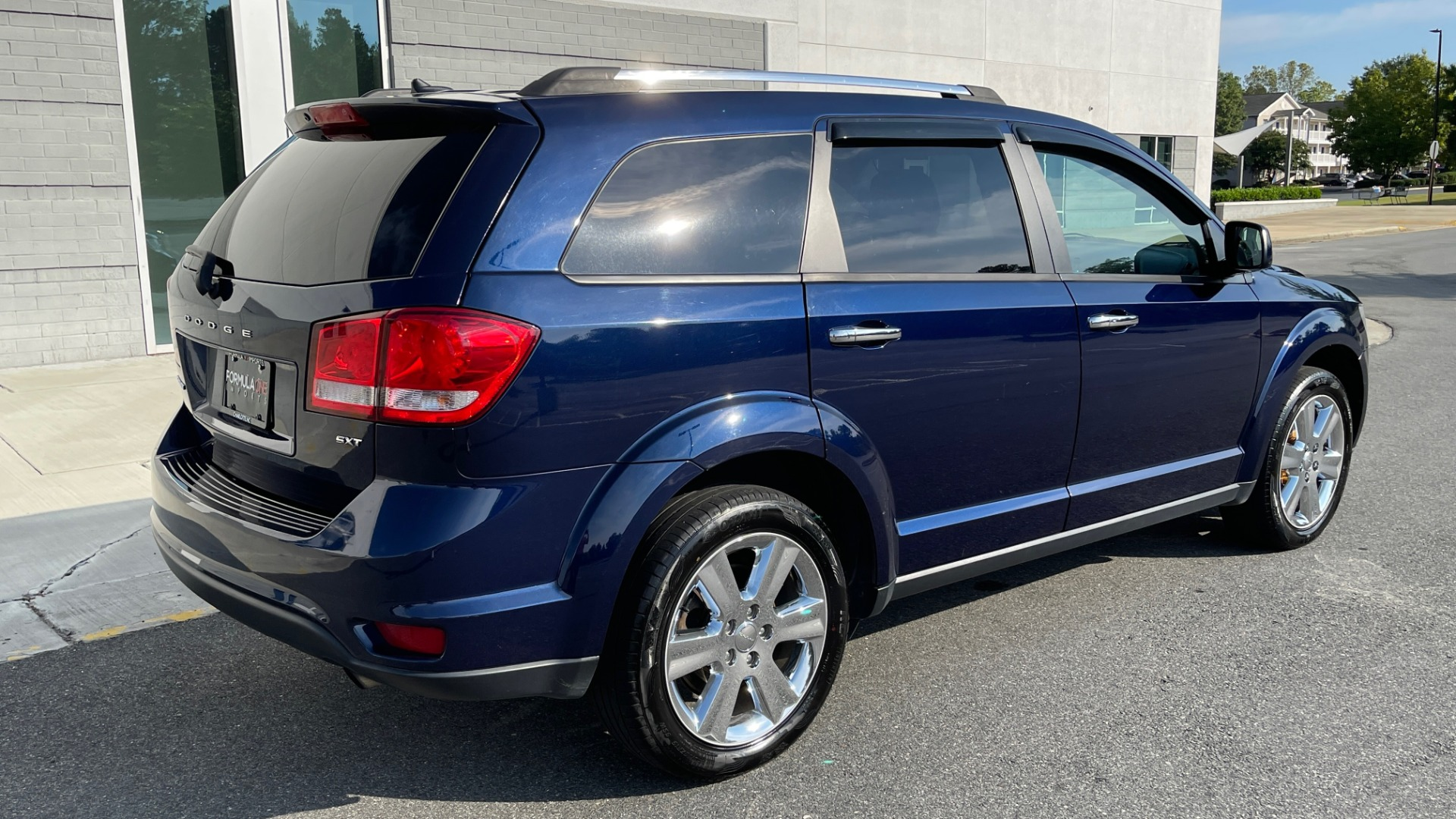 Used 2017 Dodge JOURNEY SXT PREMIUM / 2.4L / 4-SPD AUTO / KEYLESS-GO / 3-ROW / 19IN WHEELS for sale $15,995 at Formula Imports in Charlotte NC 28227 2