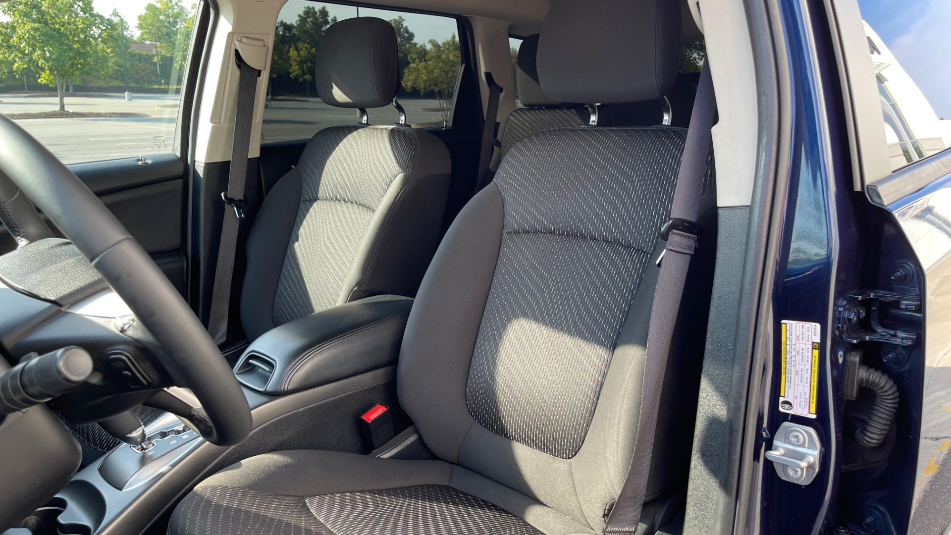 Used 2017 Dodge JOURNEY SXT PREMIUM / 2.4L / 4-SPD AUTO / KEYLESS-GO / 3-ROW / 19IN WHEELS for sale $15,995 at Formula Imports in Charlotte NC 28227 27